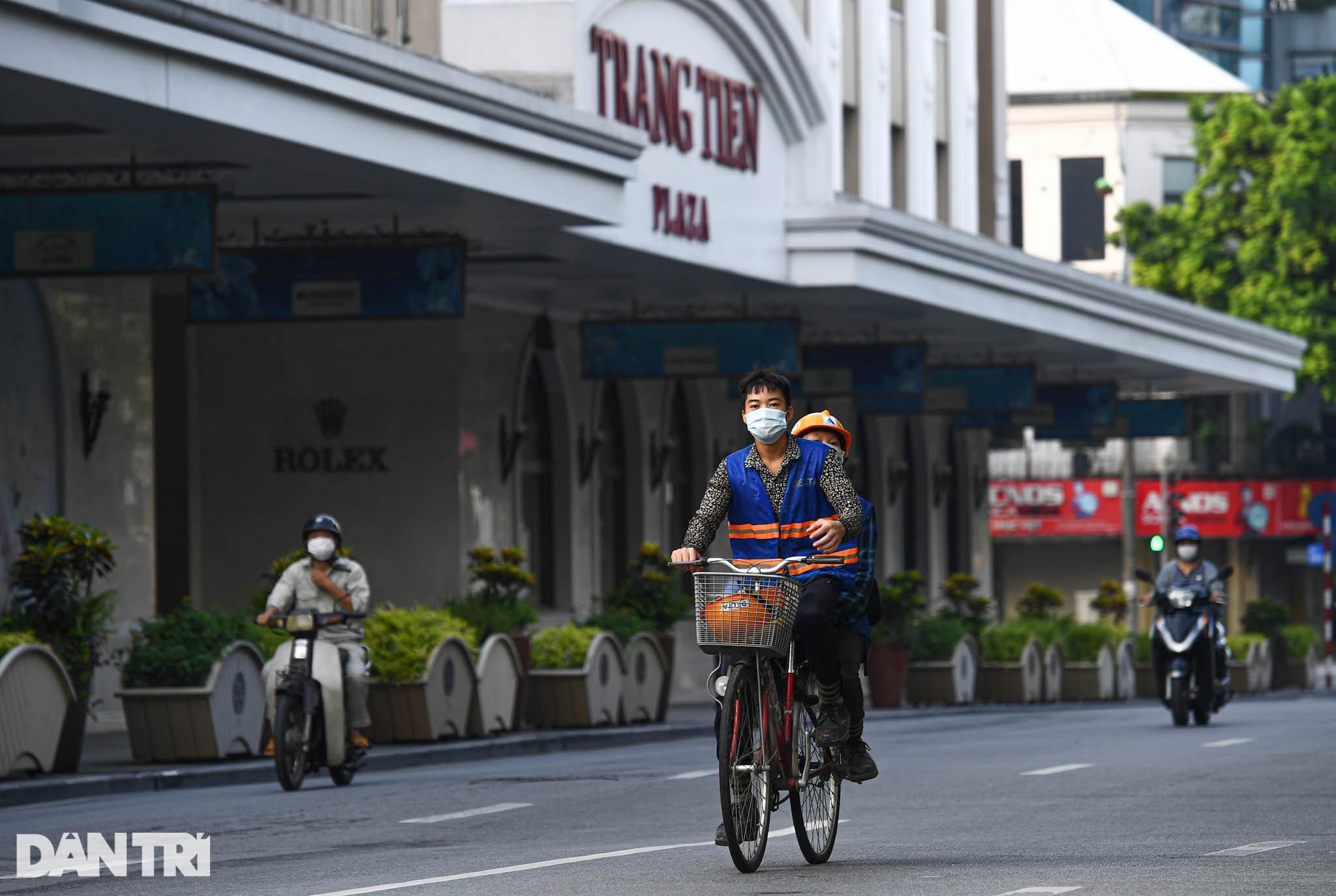 Hà Nội ngày đầu thực hiện Chỉ thị 16: Đường phố vắng, chợ dân sinh đông đúc - 19