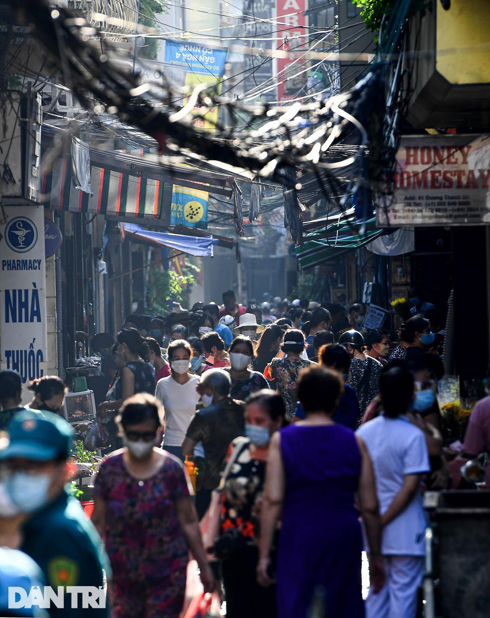 Hà Nội ngày đầu thực hiện Chỉ thị 16: Đường phố vắng, chợ dân sinh đông đúc - 13