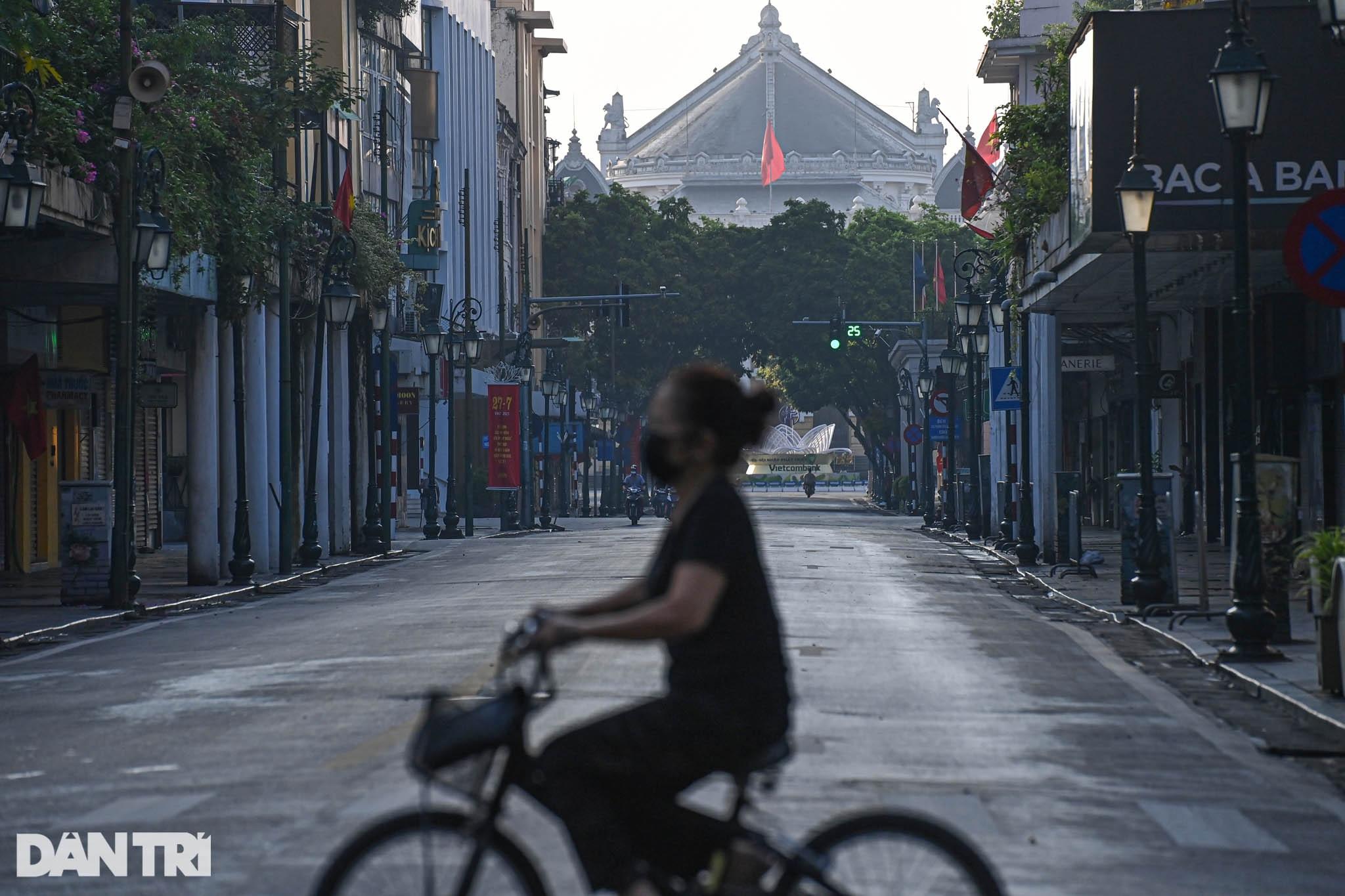 Hà Nội ngày đầu thực hiện Chỉ thị 16: Đường phố vắng, chợ dân sinh đông đúc - 8