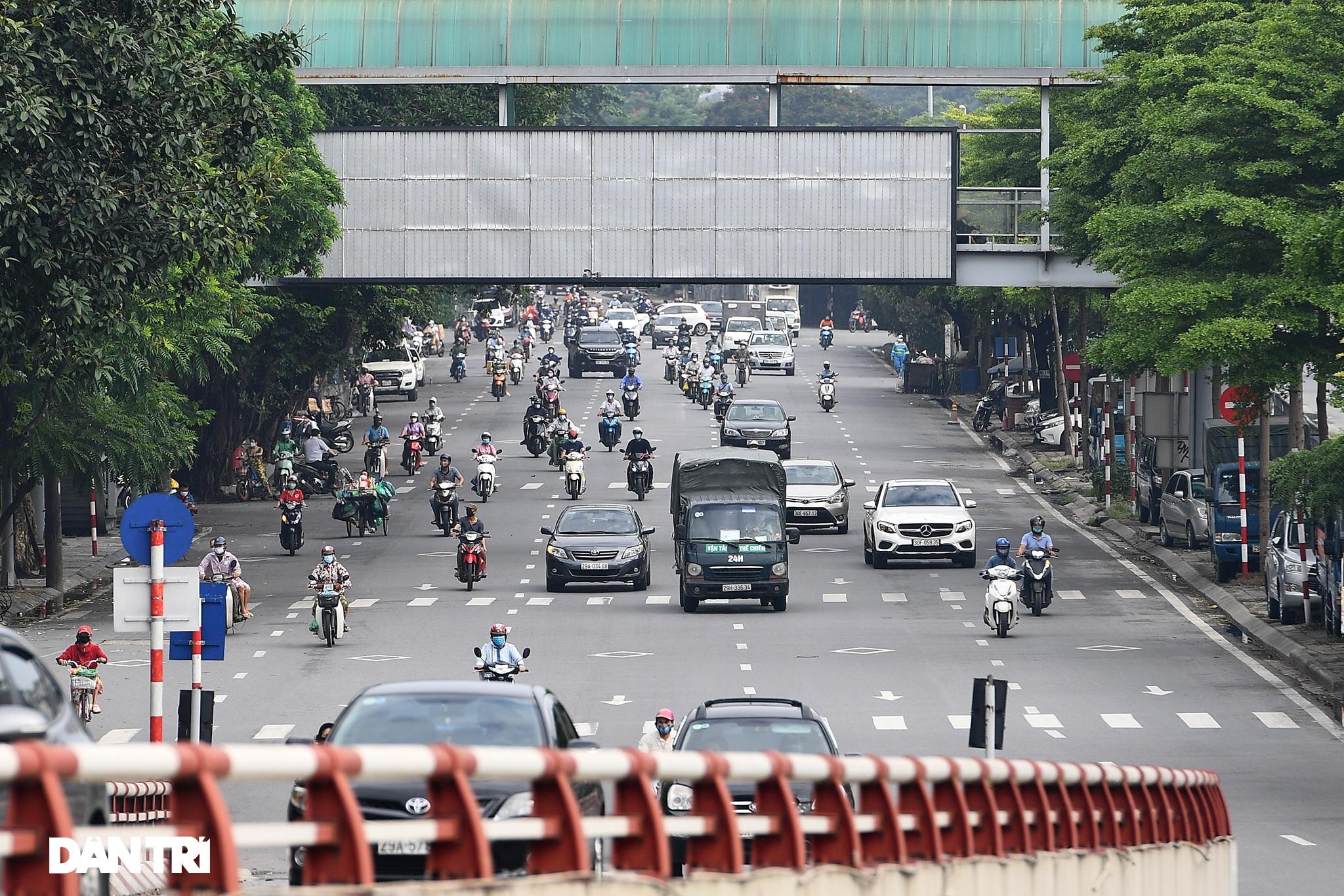 Hà Nội ngày đầu thực hiện Chỉ thị 16: Đường phố vắng, chợ dân sinh đông đúc - 18