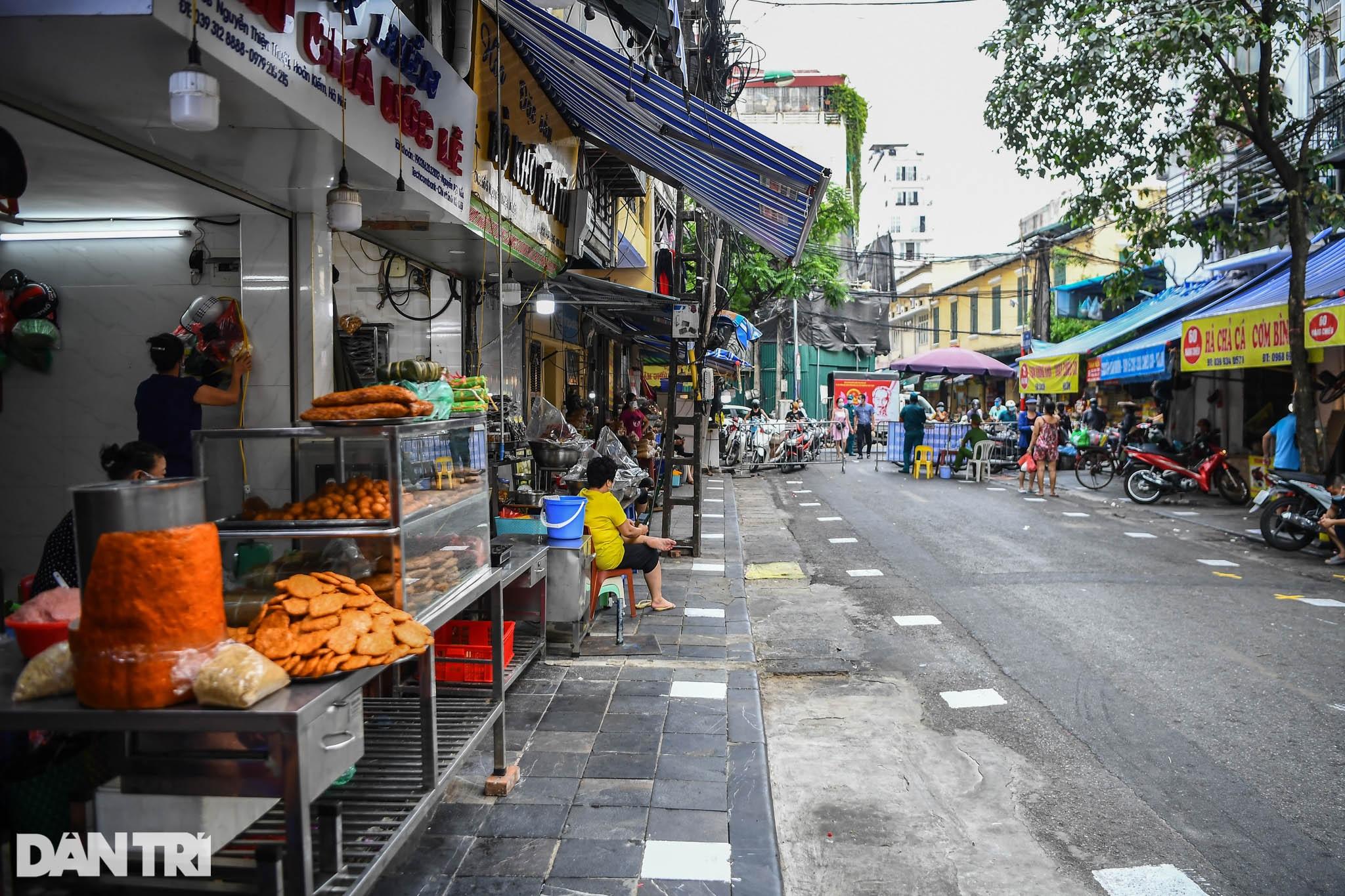 Độc đáo những phương pháp phòng dịch tại các chợ dân sinh ở Hà Nội - 12