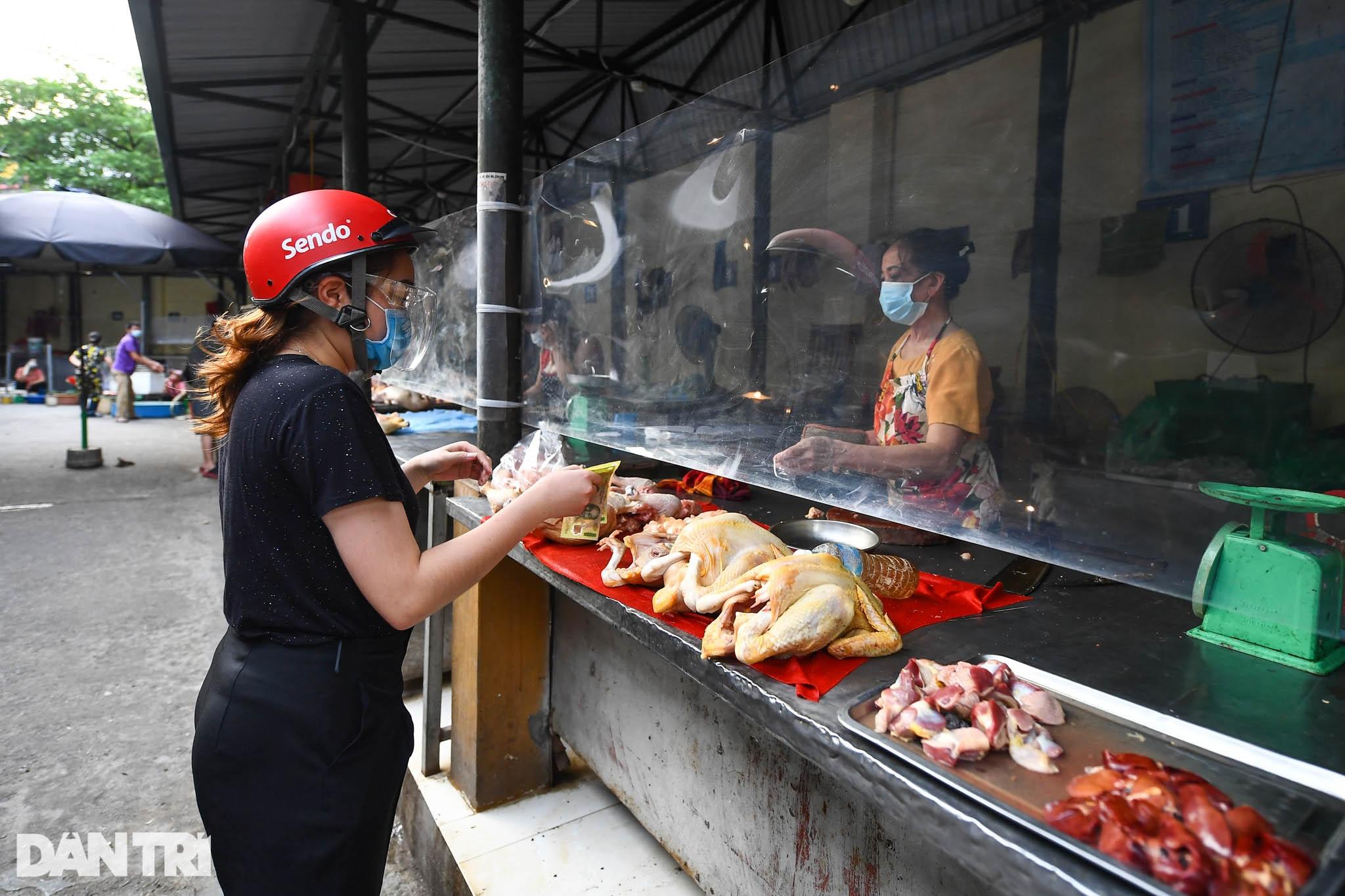 Độc đáo những phương pháp phòng dịch tại các chợ dân sinh ở Hà Nội - 9