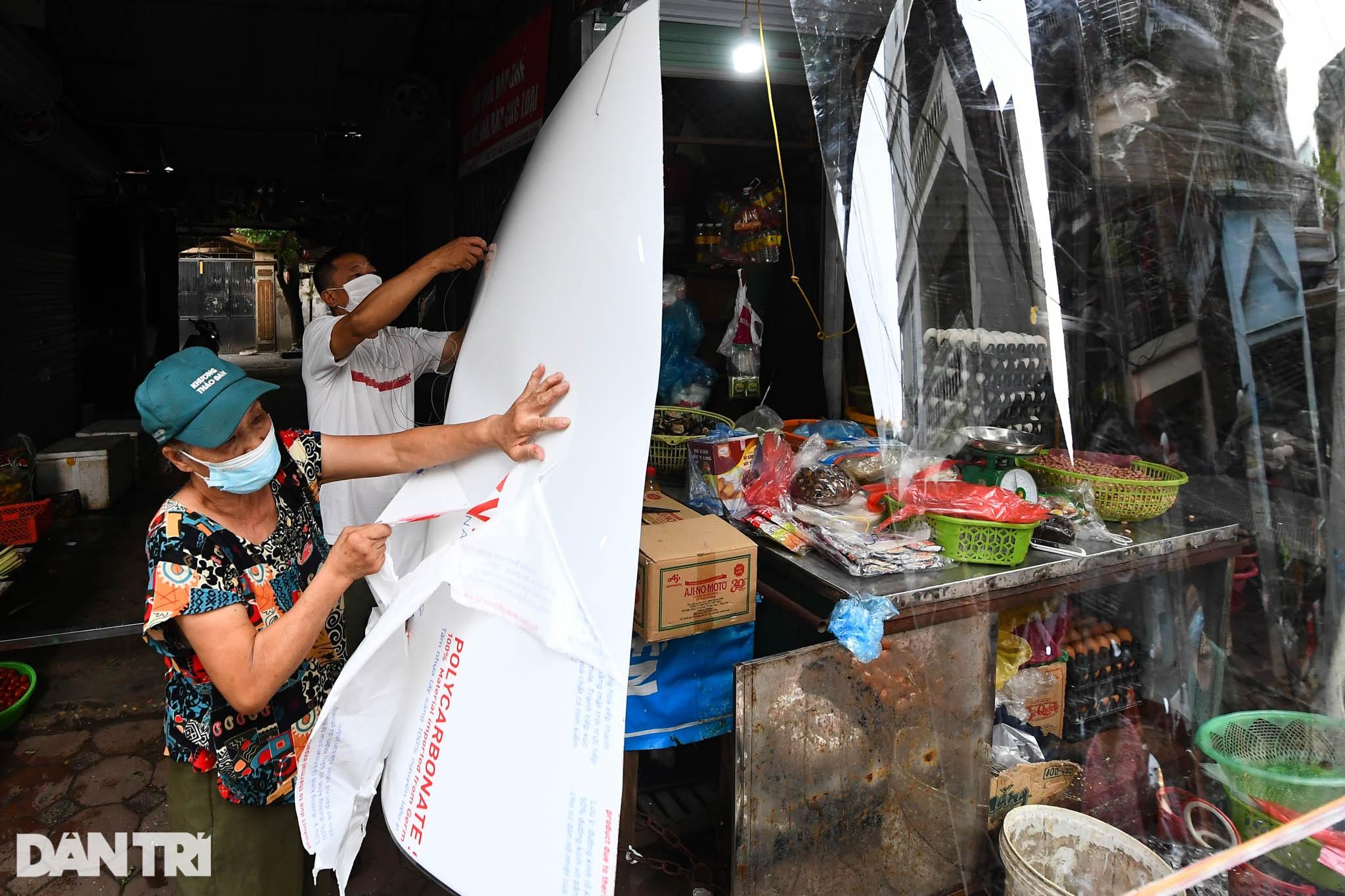 Độc đáo những phương pháp phòng dịch tại các chợ dân sinh ở Hà Nội - 4