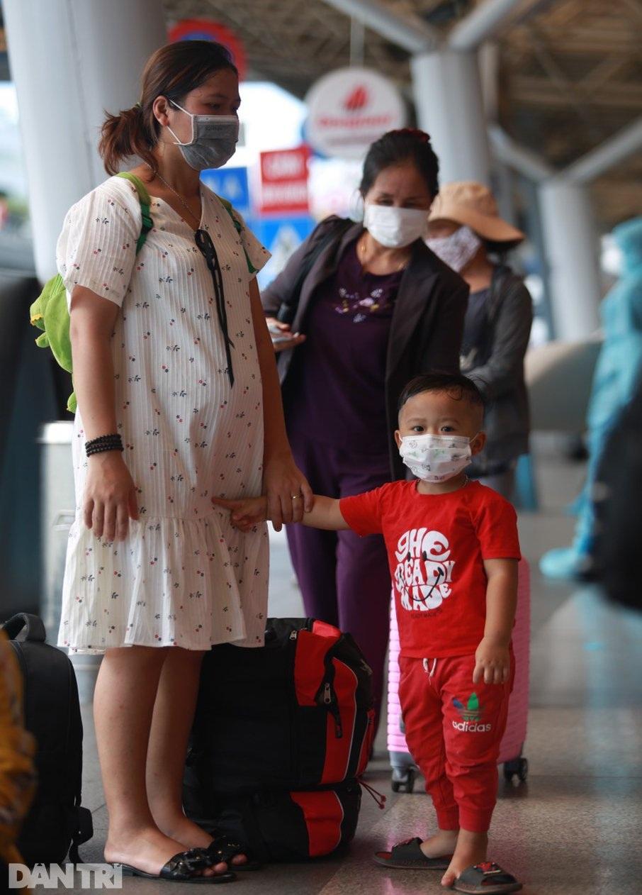 Nỗi lòng người dứt áo rời Sài Gòn về quê khi thành phố đổ bệnh - 4