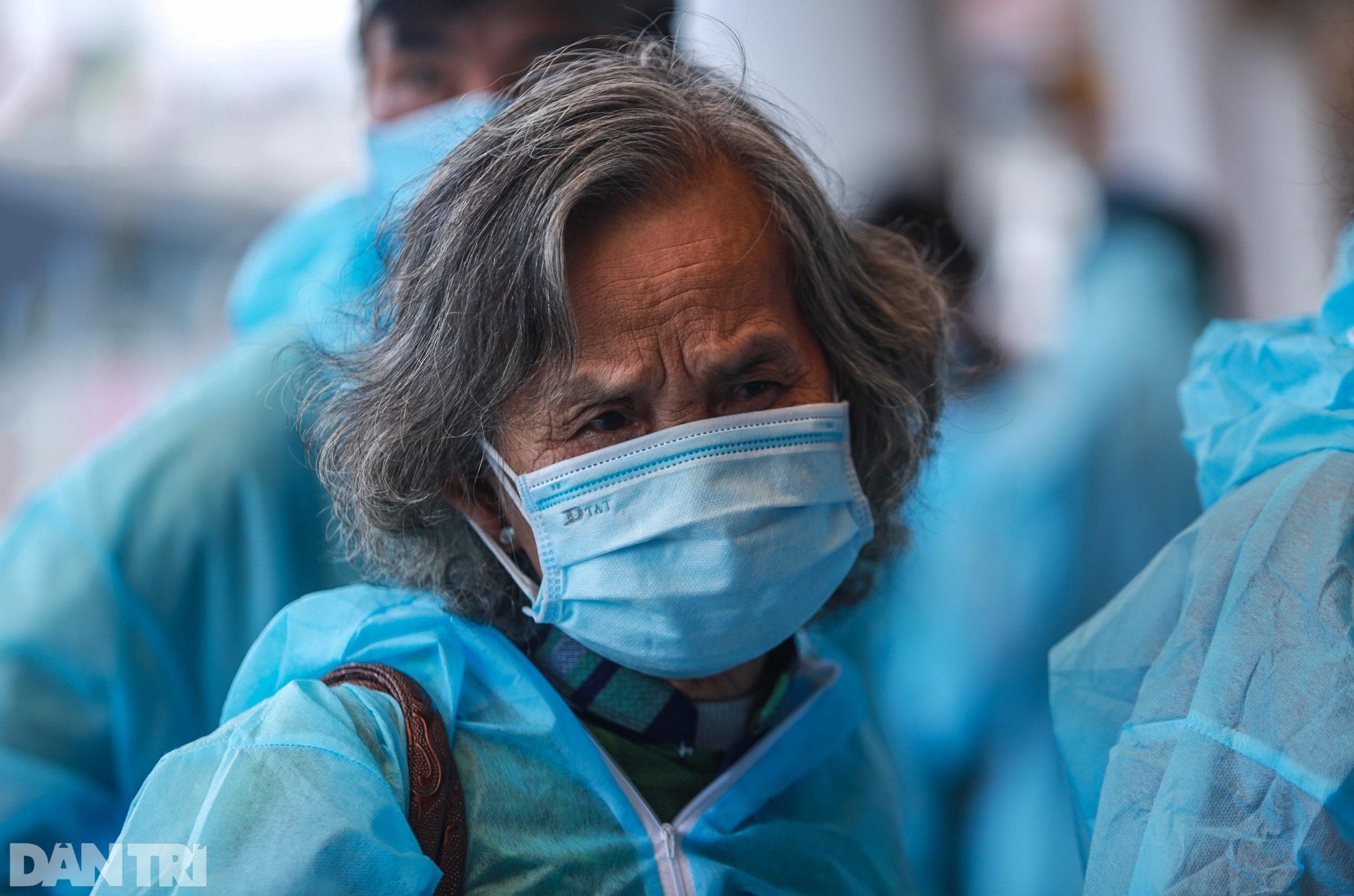 Nỗi lòng người dứt áo rời Sài Gòn về quê khi thành phố đổ bệnh - 1