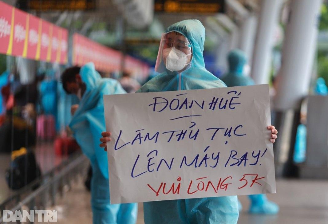 Nỗi lòng người dứt áo rời Sài Gòn về quê khi thành phố đổ bệnh - 6