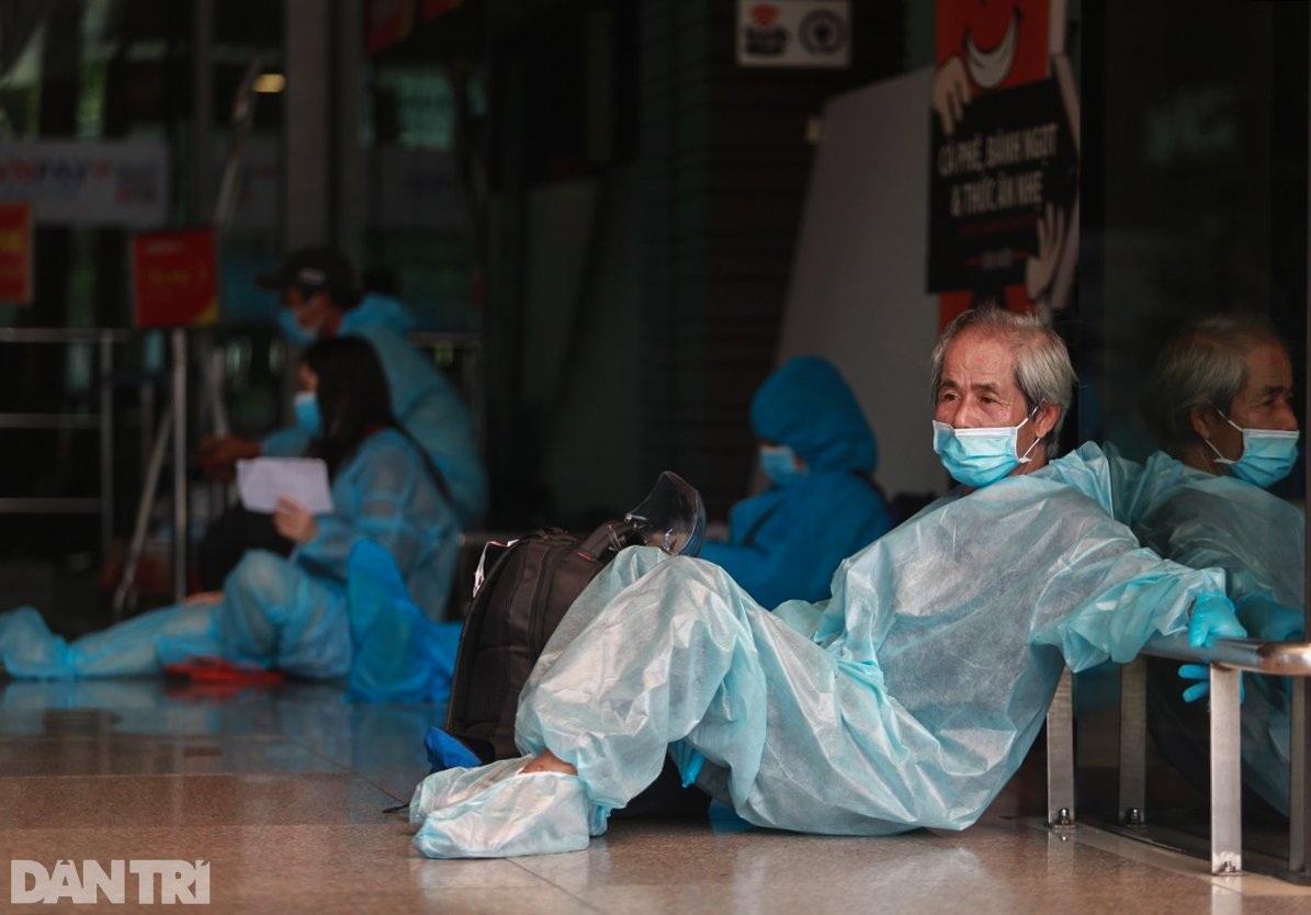 Nỗi lòng người dứt áo rời Sài Gòn về quê khi thành phố đổ bệnh - 2