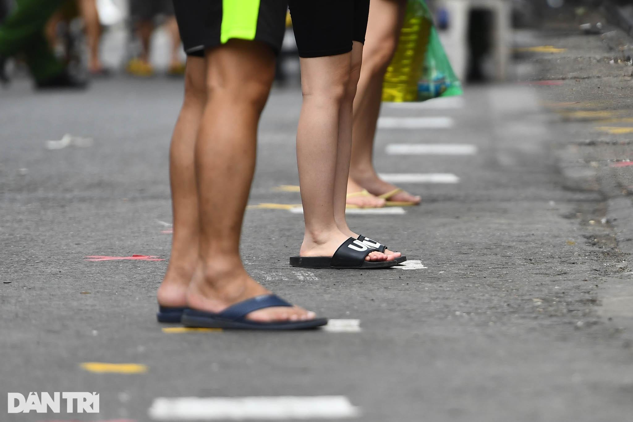 Độc đáo những phương pháp phòng dịch tại các chợ dân sinh ở Hà Nội - 14