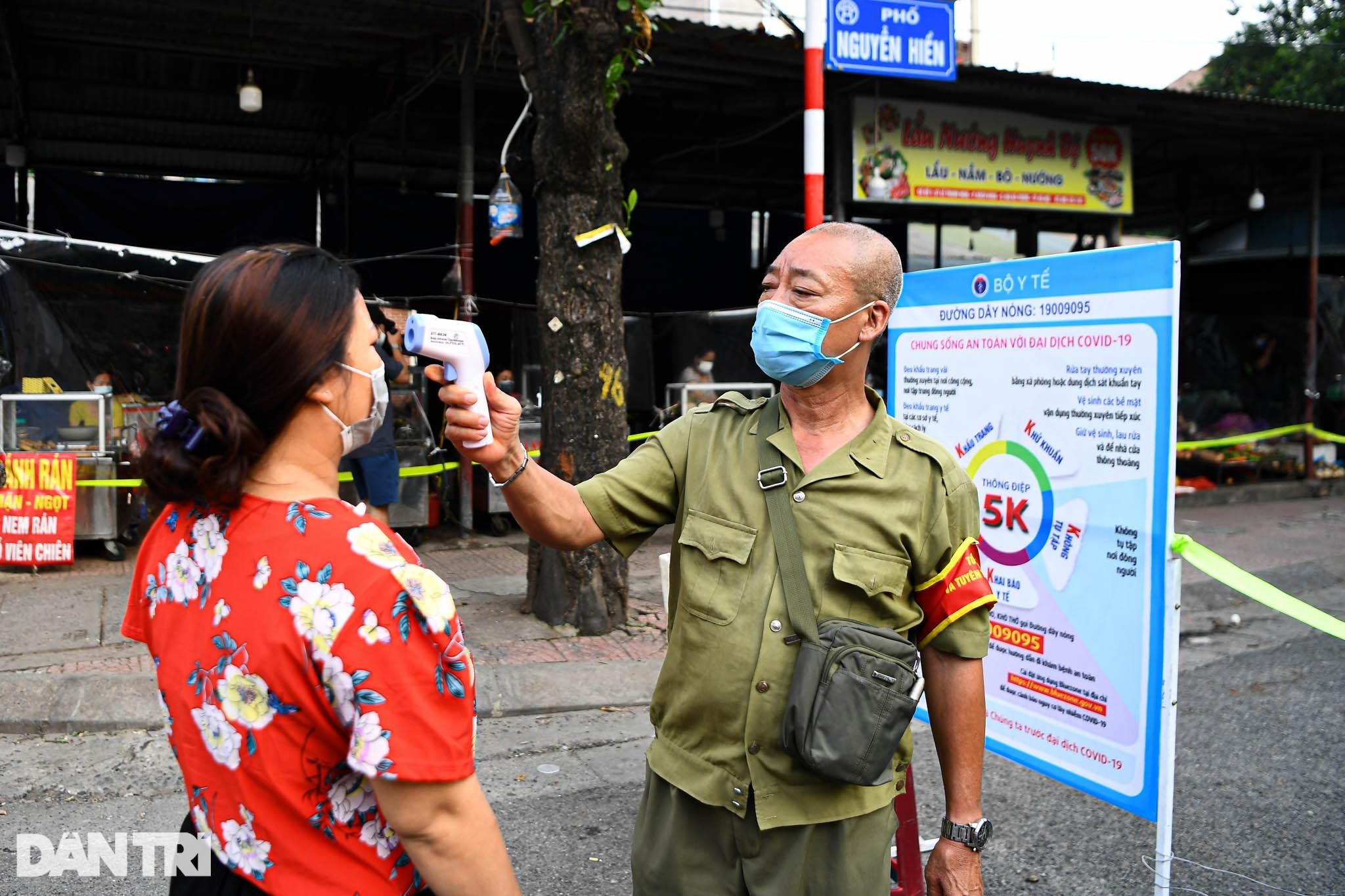 Độc đáo những phương pháp phòng dịch tại các chợ dân sinh ở Hà Nội - 2