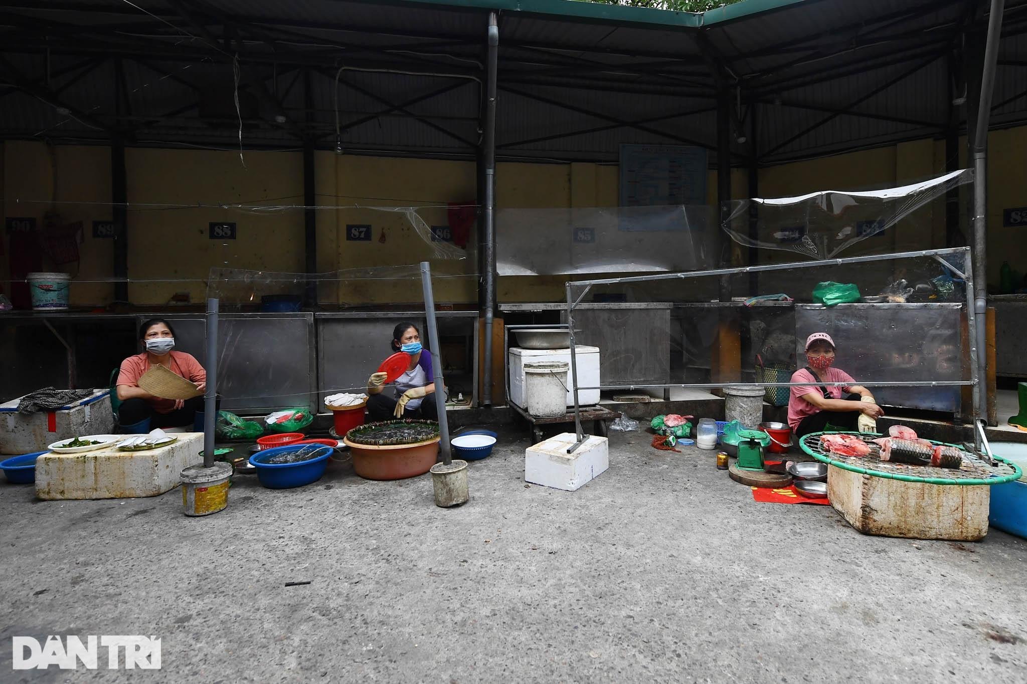Độc đáo những phương pháp phòng dịch tại các chợ dân sinh ở Hà Nội - 6