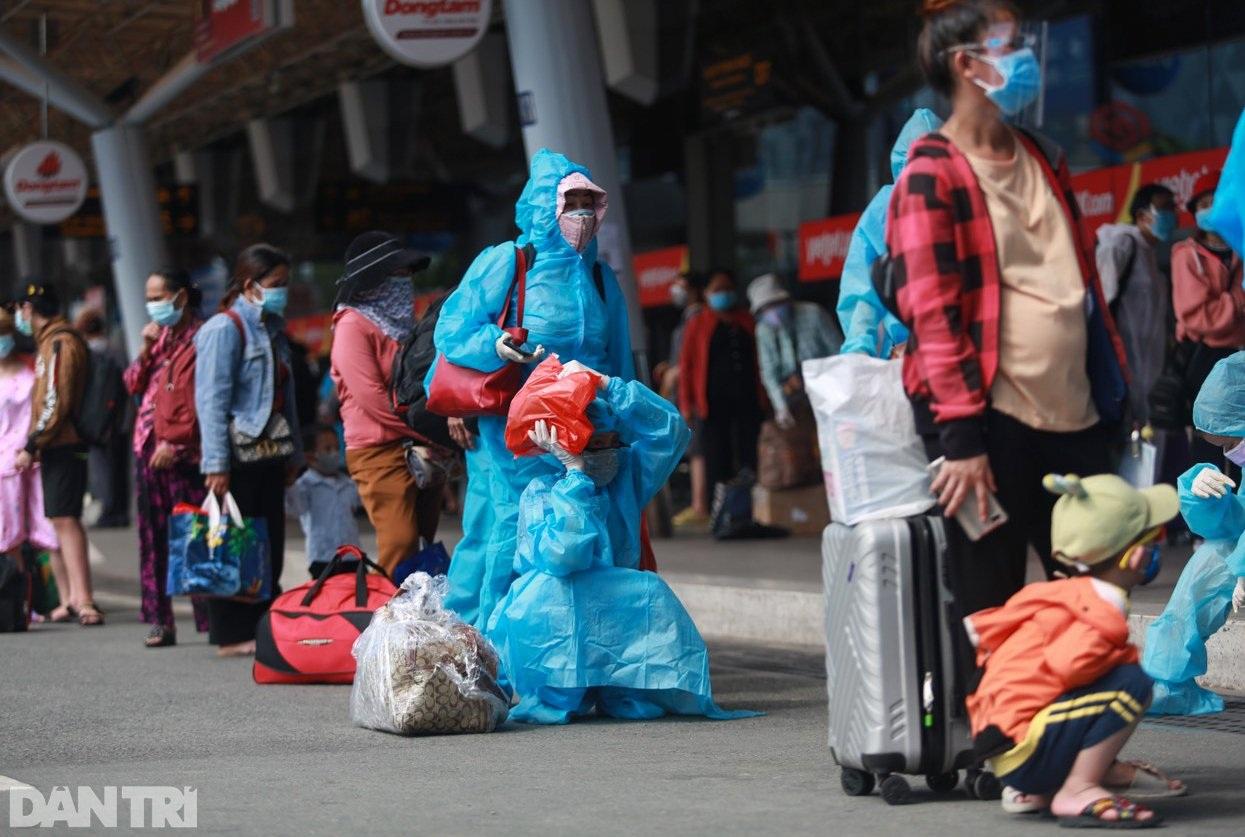 Nỗi lòng người dứt áo rời Sài Gòn về quê khi thành phố đổ bệnh - 5