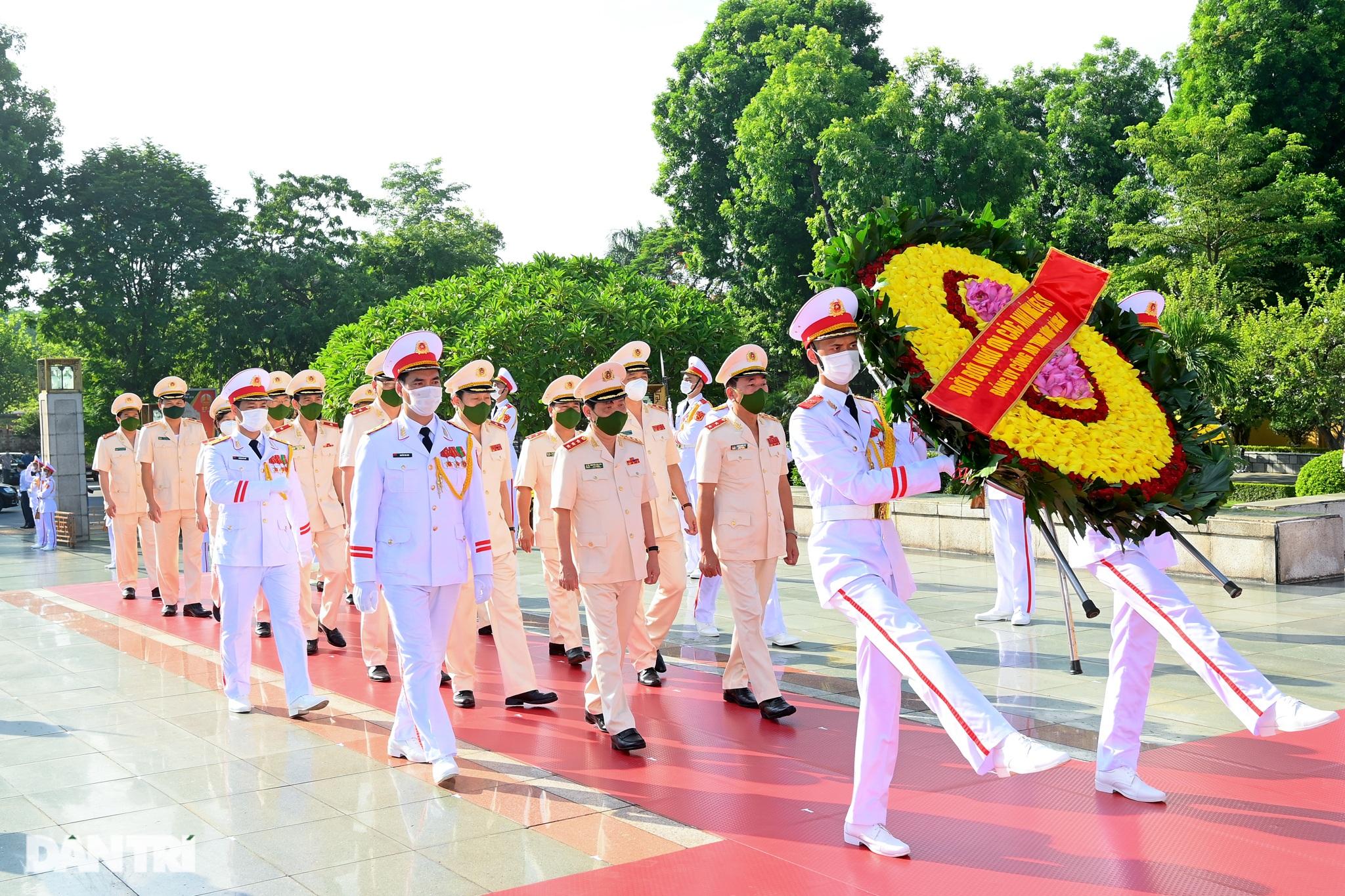 Lãnh đạo Đảng, Nhà nước đặt vòng hoa, tưởng niệm các Anh hùng liệt sĩ - 5