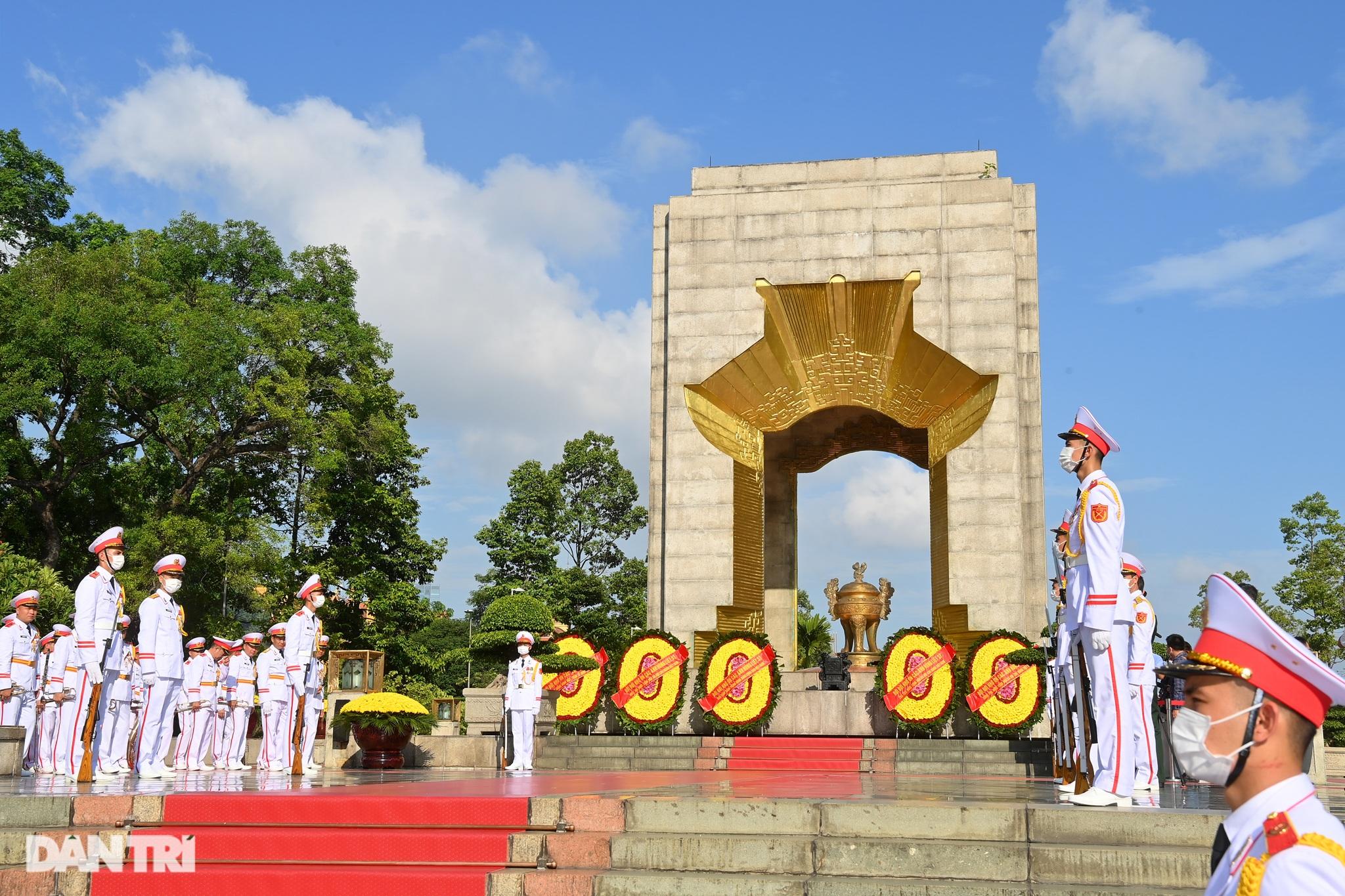 Lãnh đạo Đảng, Nhà nước đặt vòng hoa, tưởng niệm các Anh hùng liệt sĩ - 1
