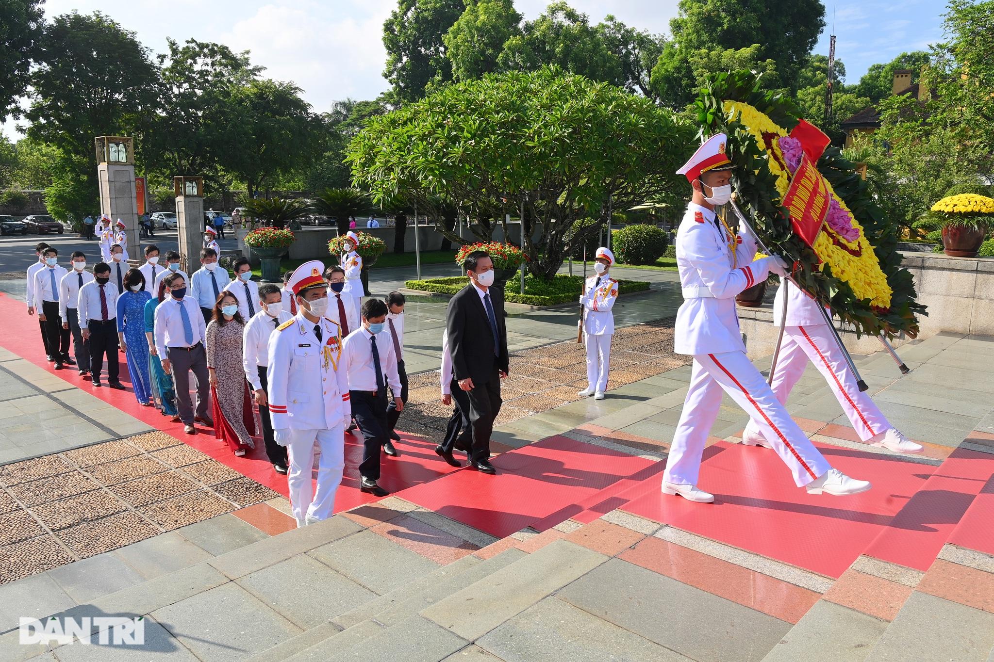 Lãnh đạo Đảng, Nhà nước đặt vòng hoa, tưởng niệm các Anh hùng liệt sĩ - 6