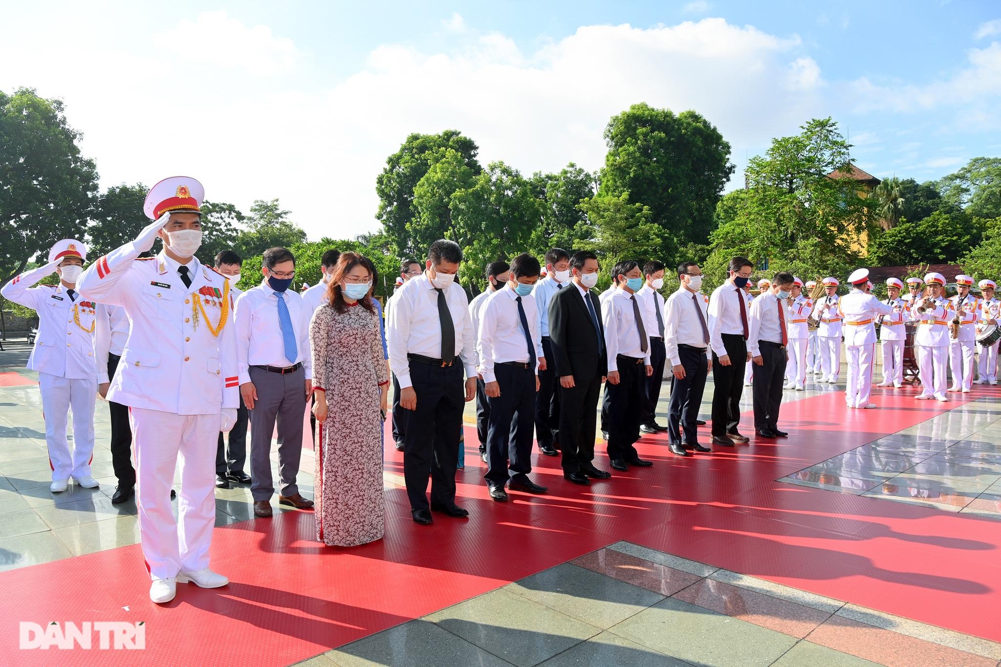 Lãnh đạo Đảng, Nhà nước đặt vòng hoa, tưởng niệm các Anh hùng liệt sĩ - 7