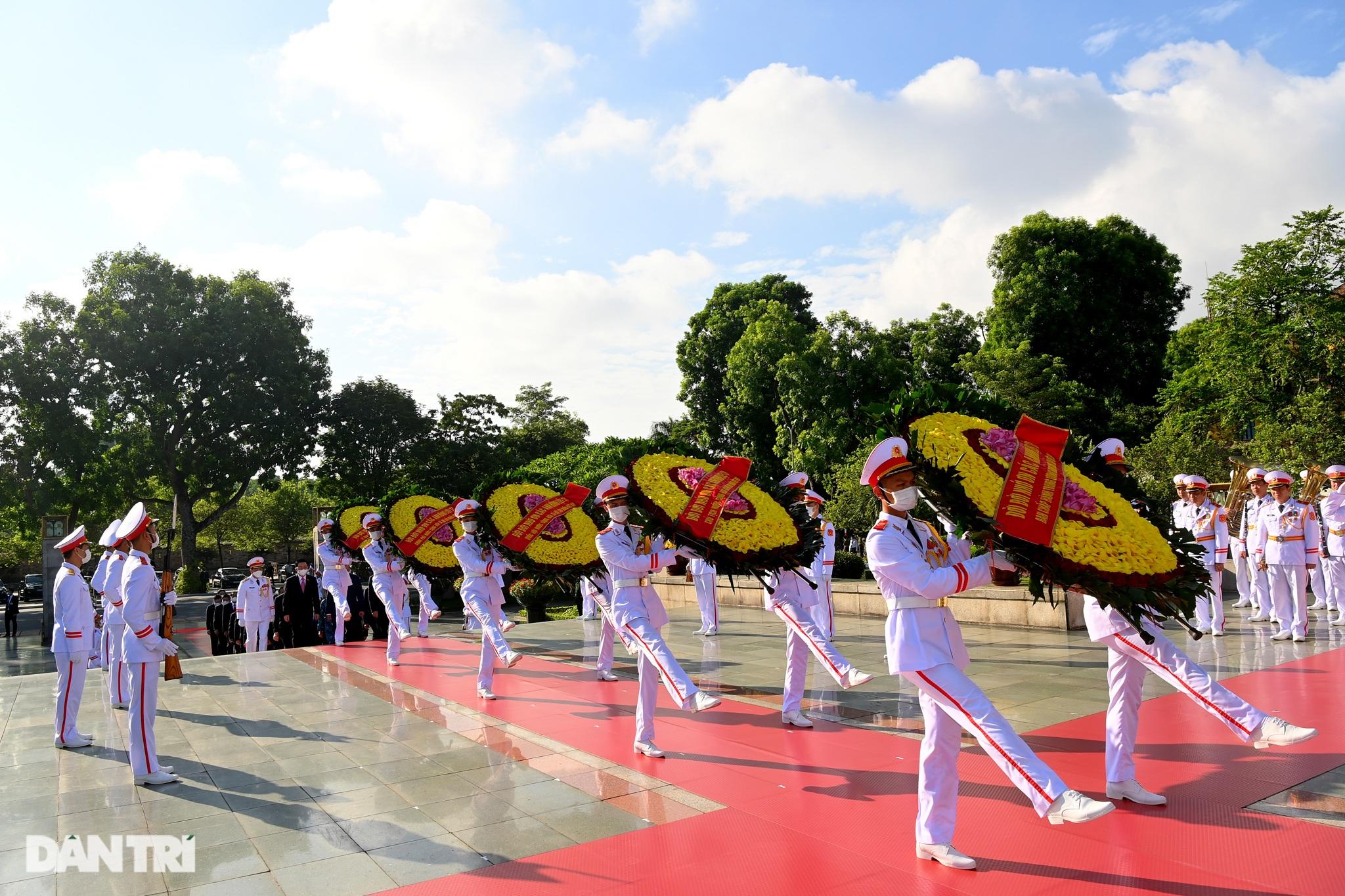 Lãnh đạo Đảng, Nhà nước đặt vòng hoa, tưởng niệm các Anh hùng liệt sĩ - 2