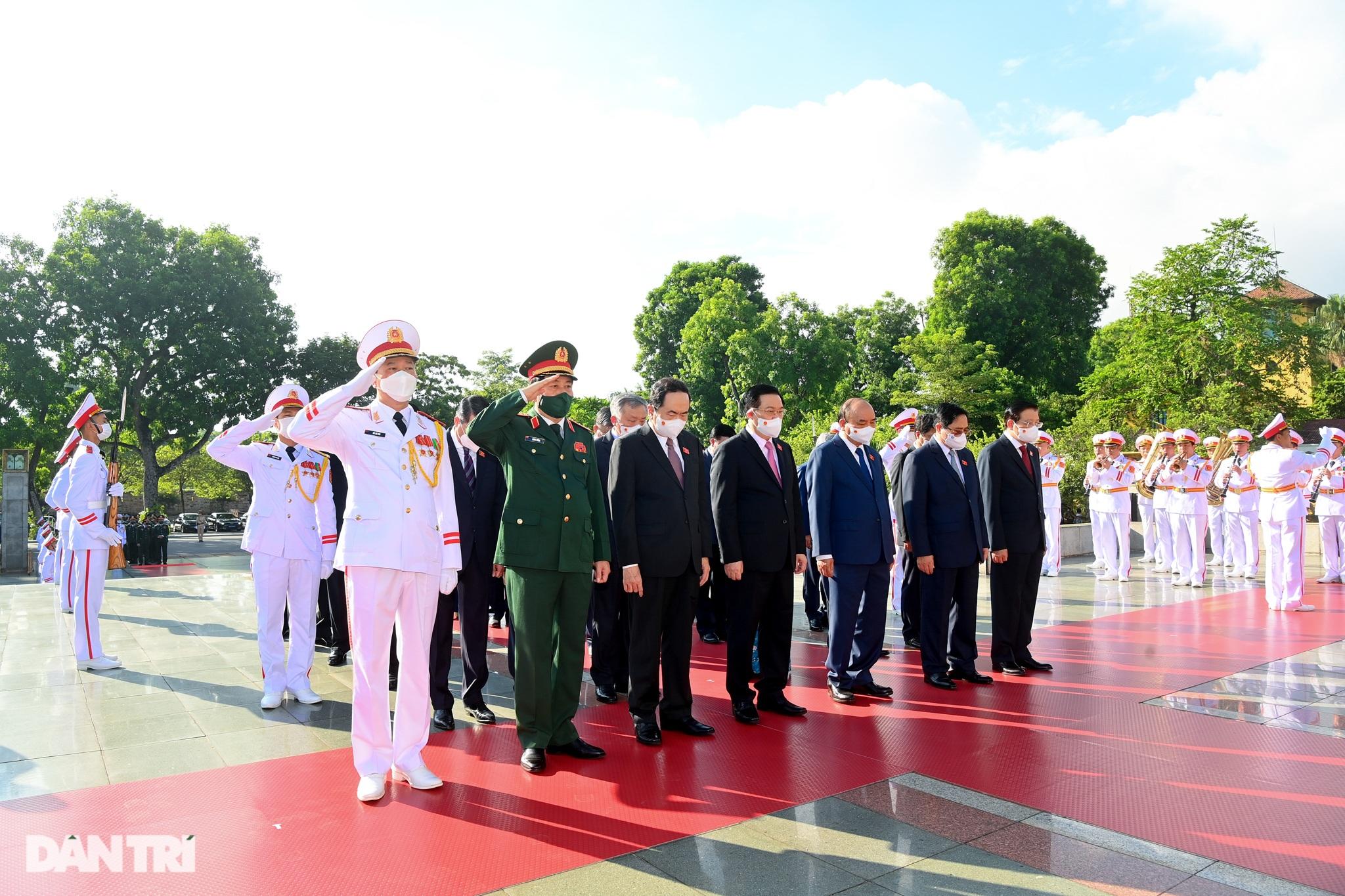 Lãnh đạo Đảng, Nhà nước đặt vòng hoa, tưởng niệm các Anh hùng liệt sĩ - 3