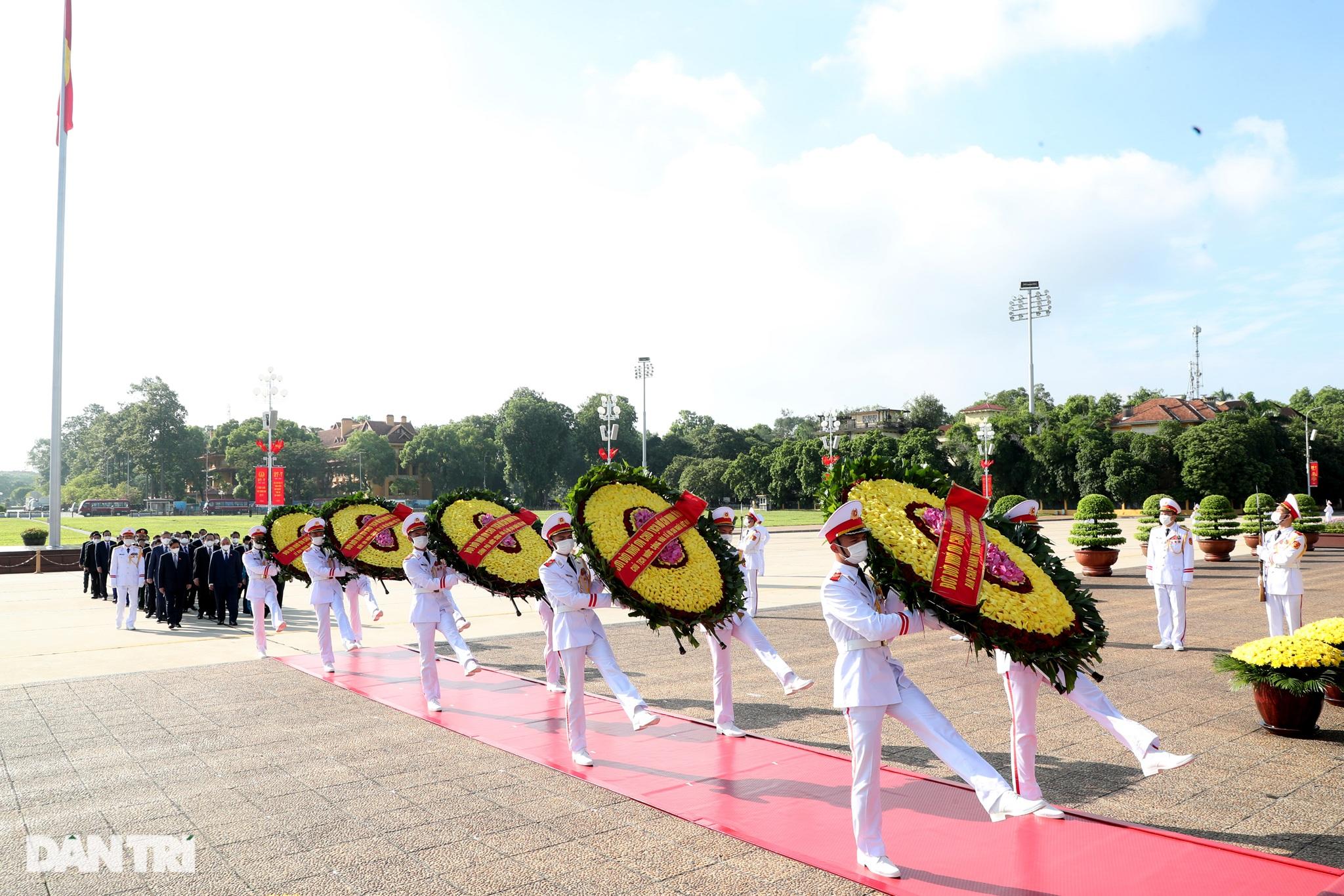Lãnh đạo Đảng, Nhà nước đặt vòng hoa, tưởng niệm các Anh hùng liệt sĩ - 8