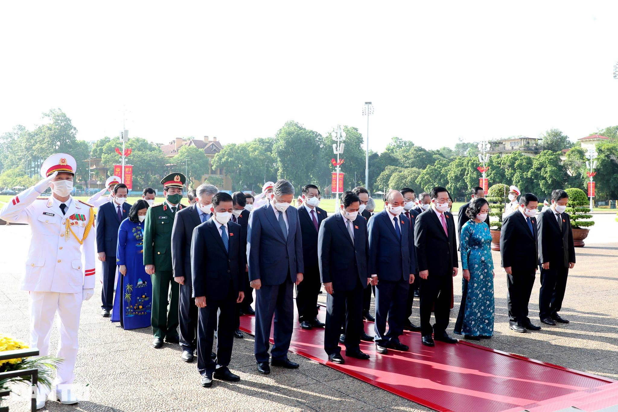 Lãnh đạo Đảng, Nhà nước đặt vòng hoa, tưởng niệm các Anh hùng liệt sĩ - 9