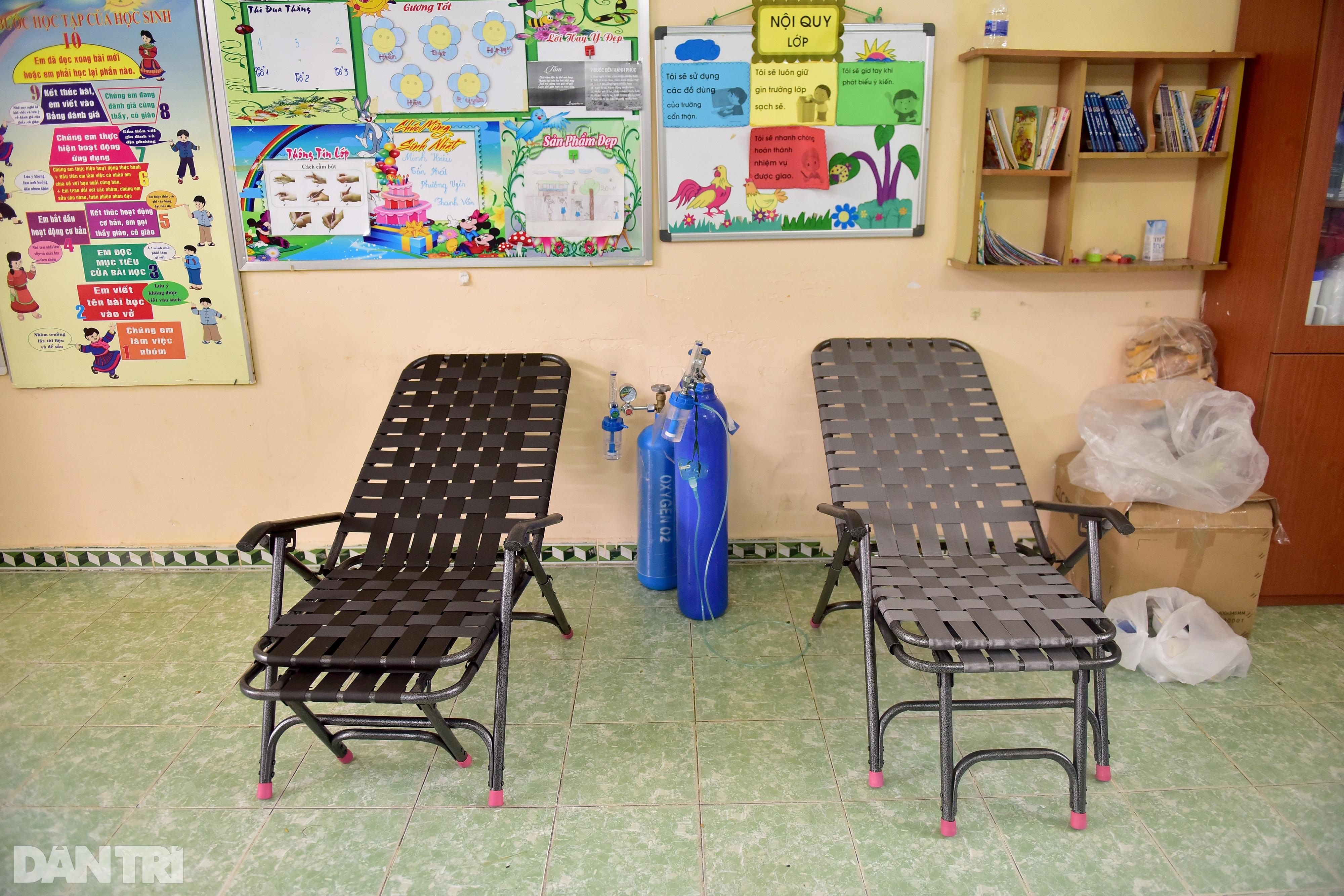 Người dân Sài Gòn xếp hàng trong mưa hơn 2 tiếng chờ tiêm vắc xin - 12