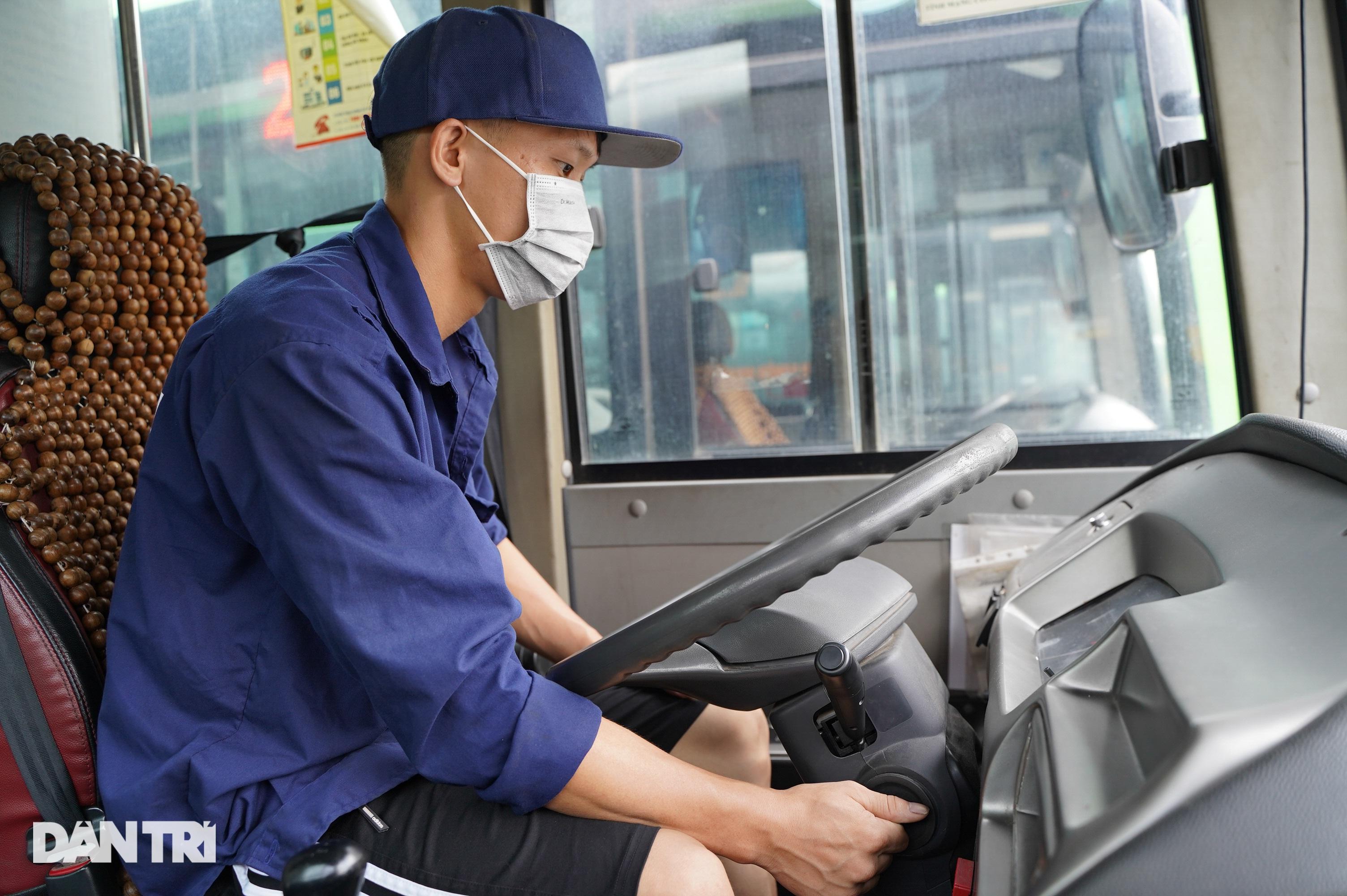 Hà Nội: Hàng nghìn ôtô nằm phơi nắng dầm mưa vì giãn cách xã hội - 5