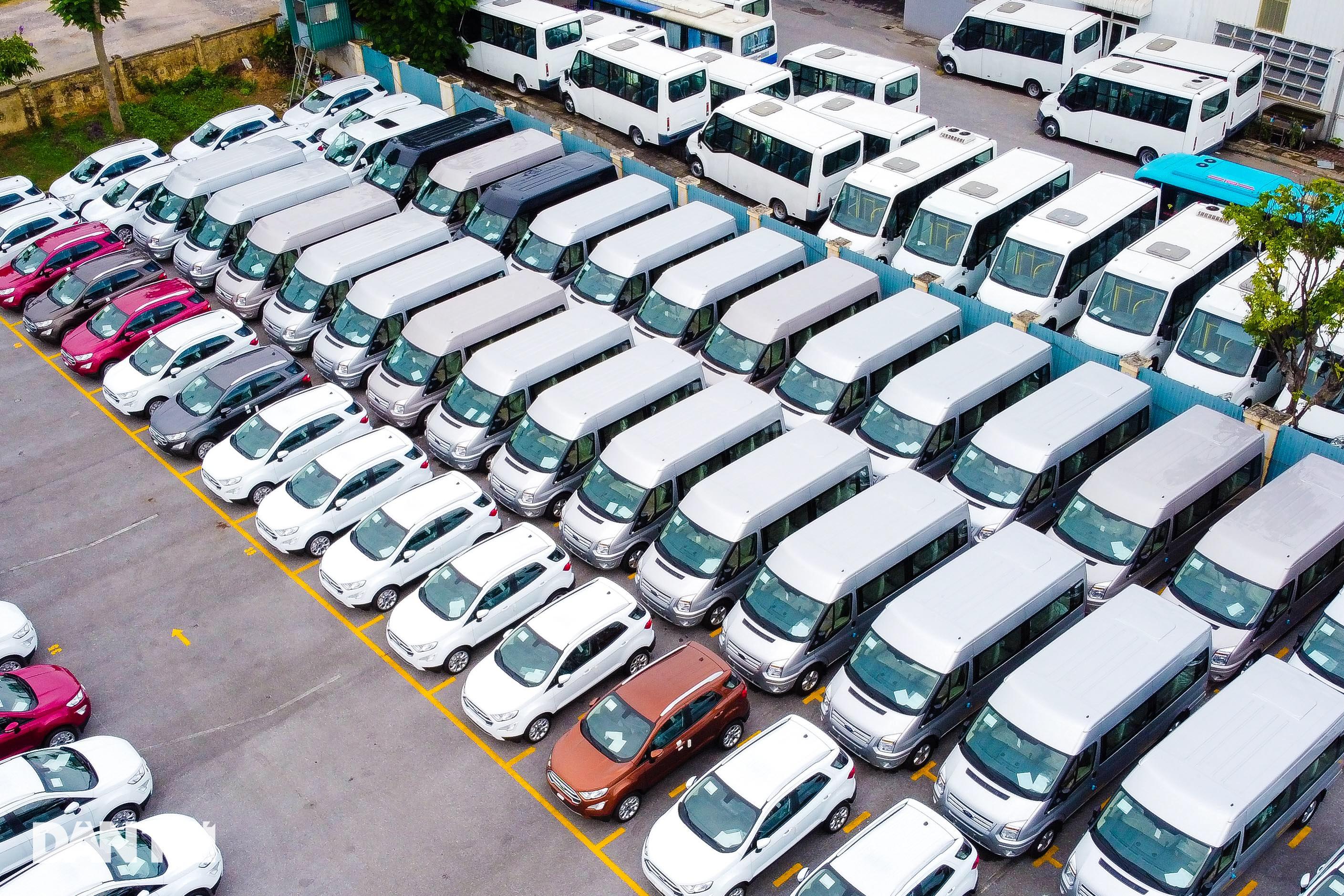 Hà Nội: Hàng nghìn ôtô nằm phơi nắng dầm mưa vì giãn cách xã hội - 11