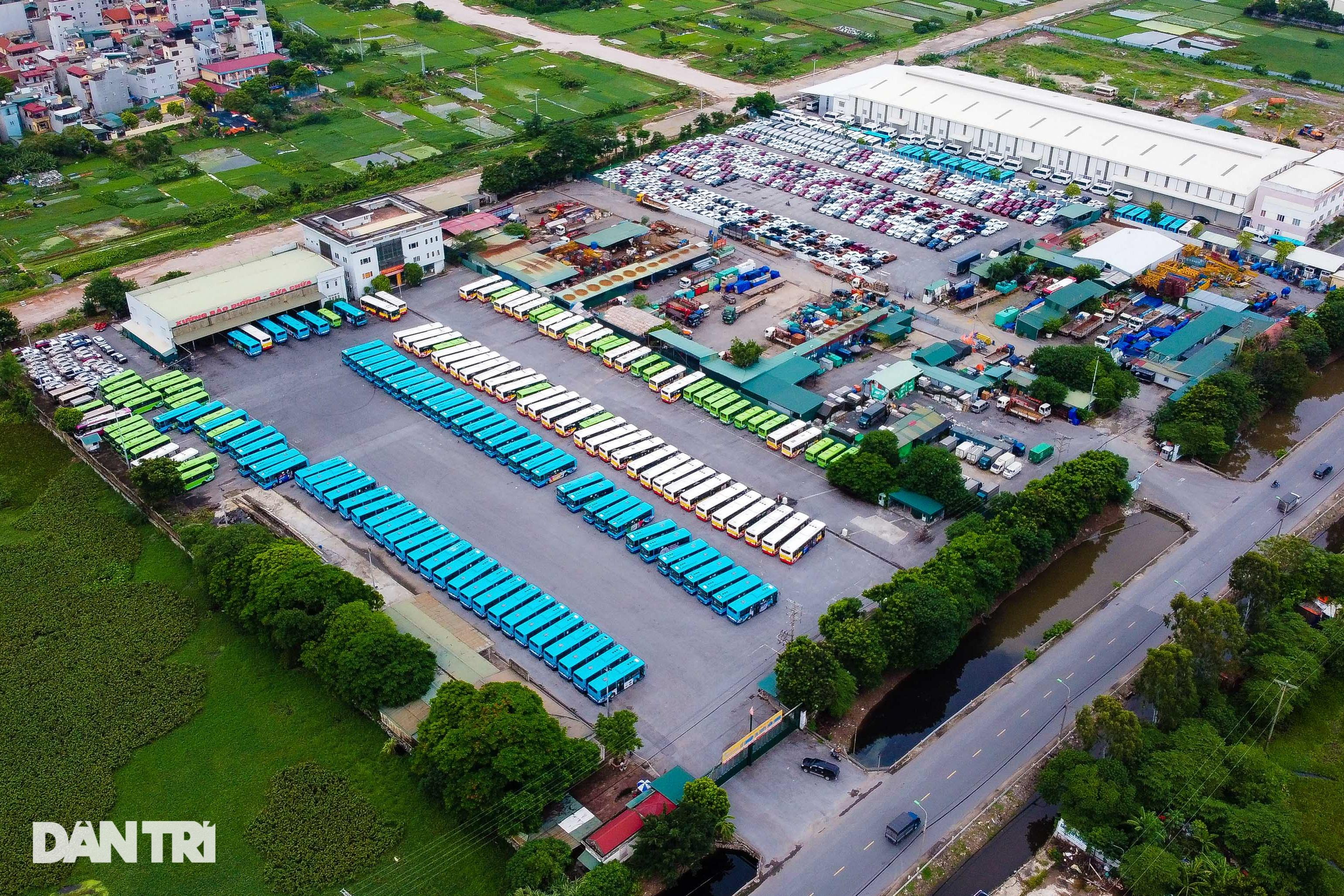 Hà Nội: Hàng nghìn ôtô nằm phơi nắng dầm mưa vì giãn cách xã hội - 7