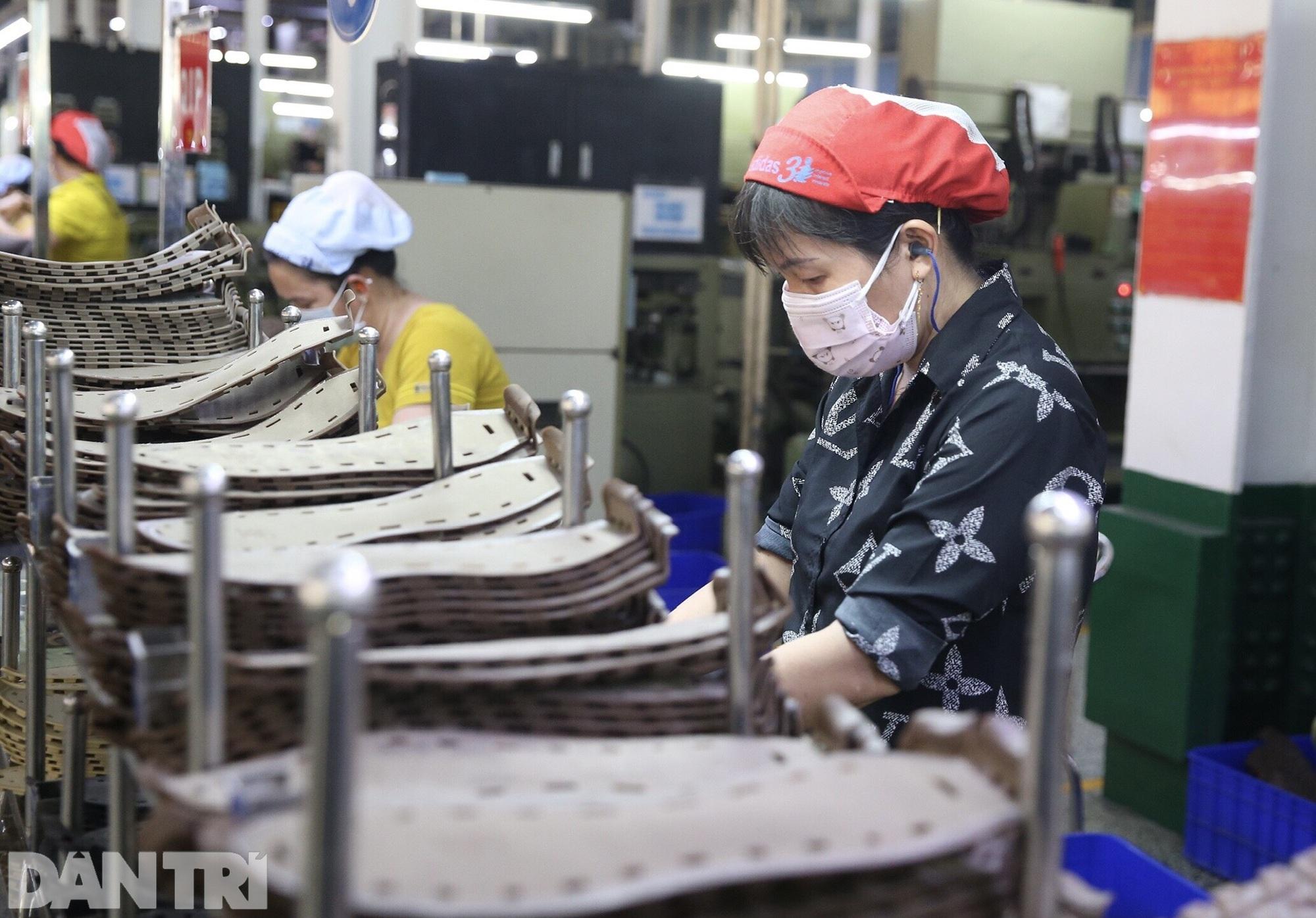 Biện pháp kéo người lao động trở lại TPHCM làm việc - 2