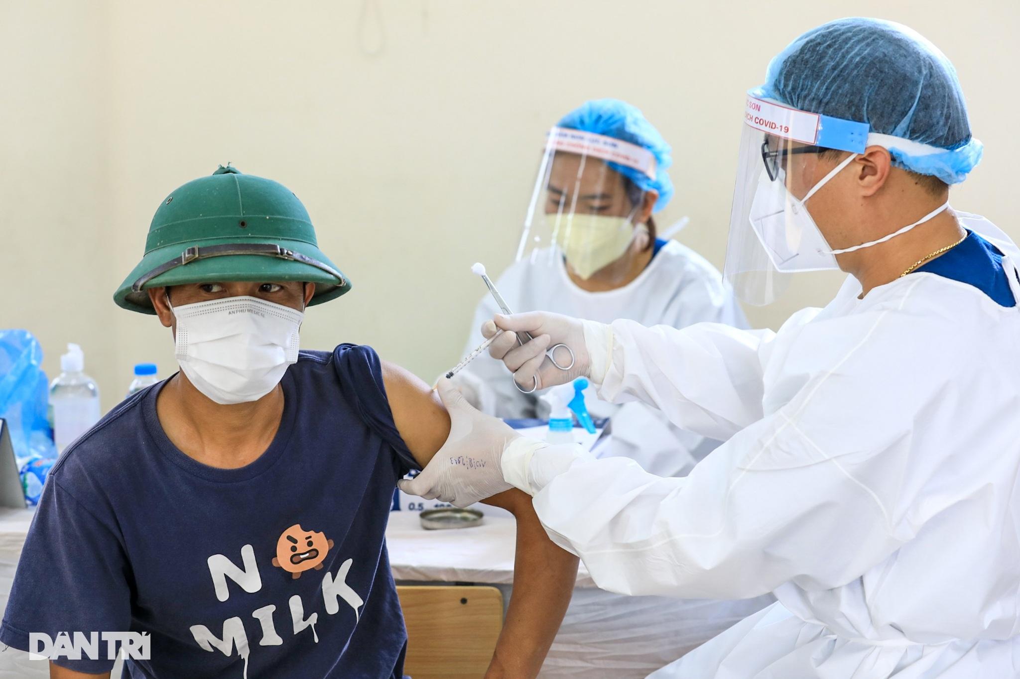 Ảnh: Toàn cảnh Chiến dịch truy vết và phủ vắc xin ngừa Covid-19 tại Hà Nội - 6
