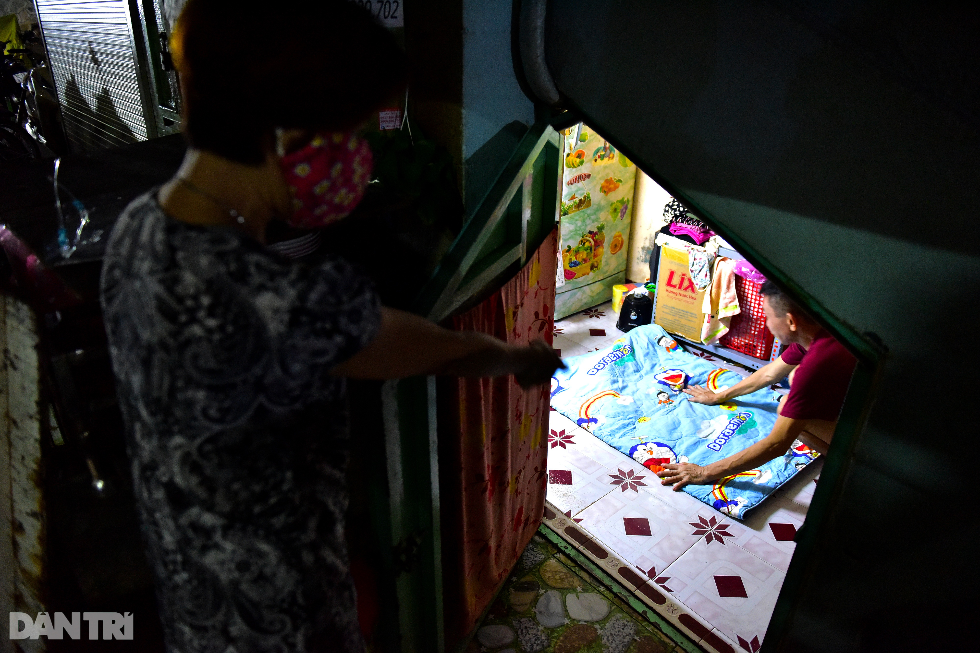 Couple for 34 years living in 5m2 under the stairs of Saigon apartment - 14