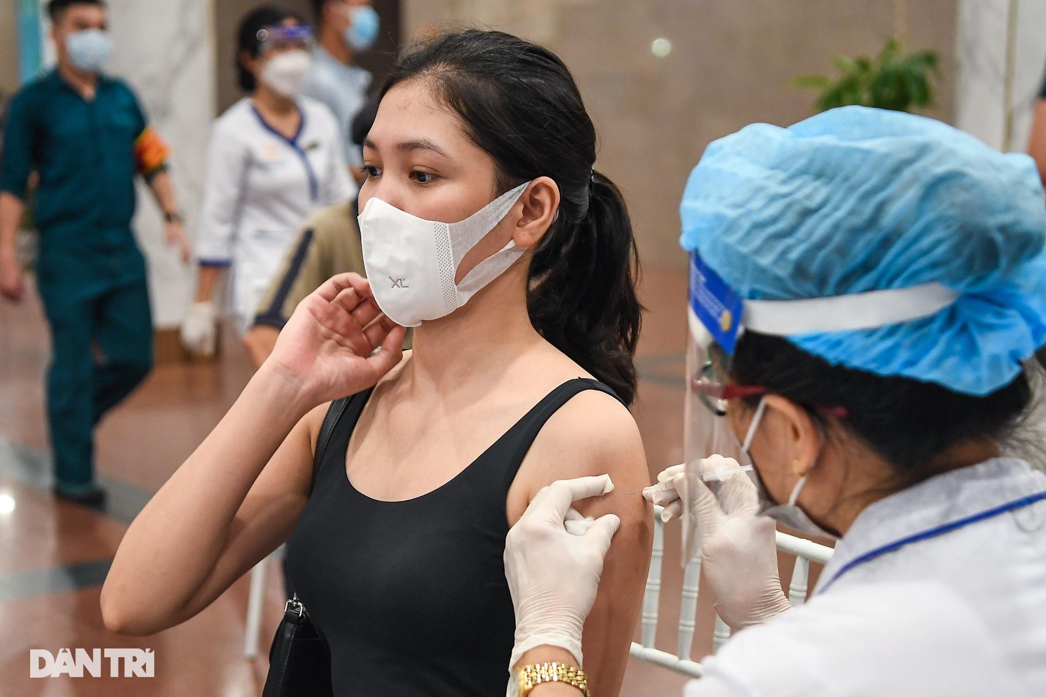 Ảnh: Toàn cảnh Chiến dịch truy vết và phủ vắc xin ngừa Covid-19 tại Hà Nội - 4