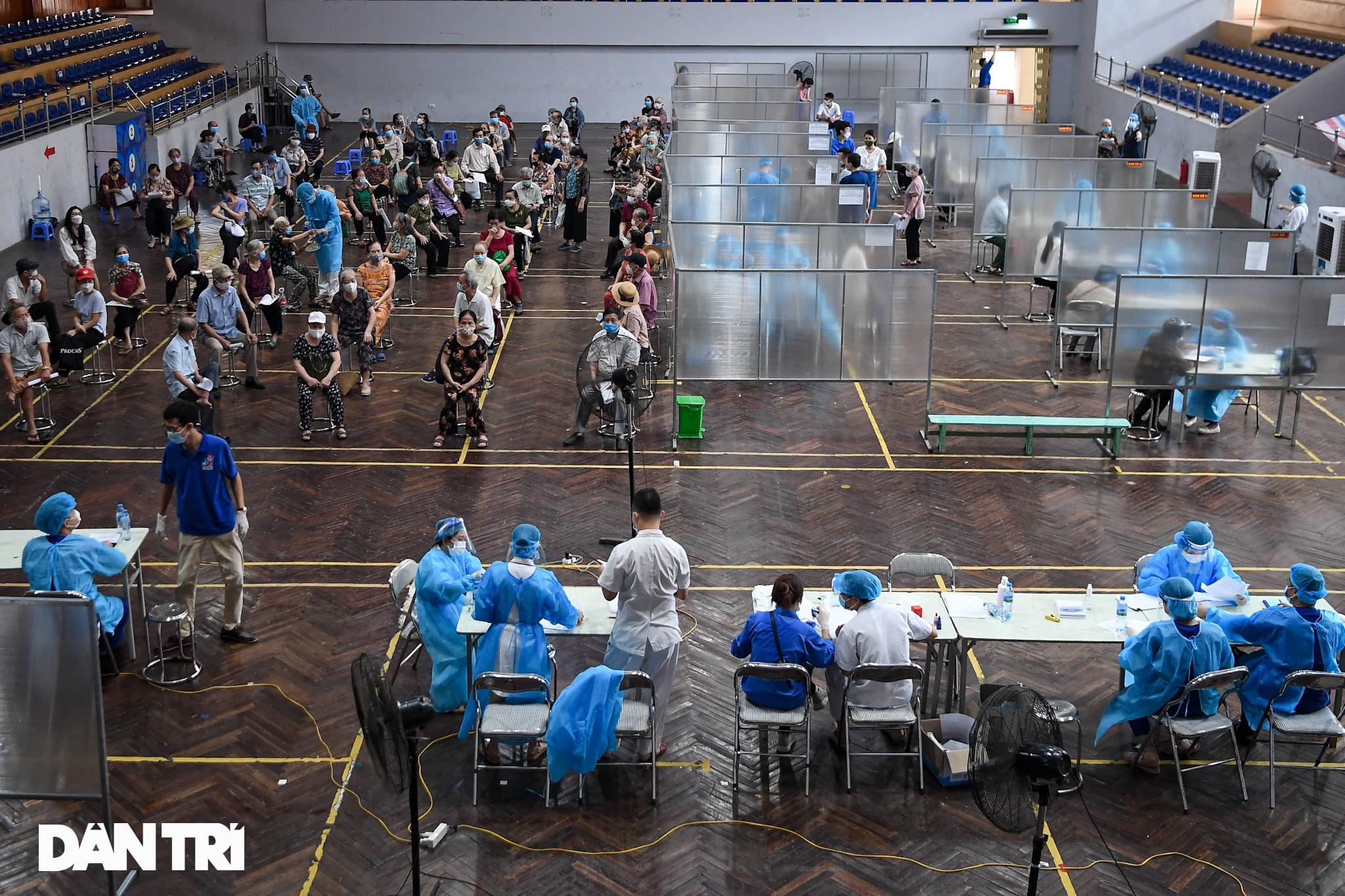 Ảnh: Toàn cảnh Chiến dịch truy vết và phủ vắc xin ngừa Covid-19 tại Hà Nội - 9