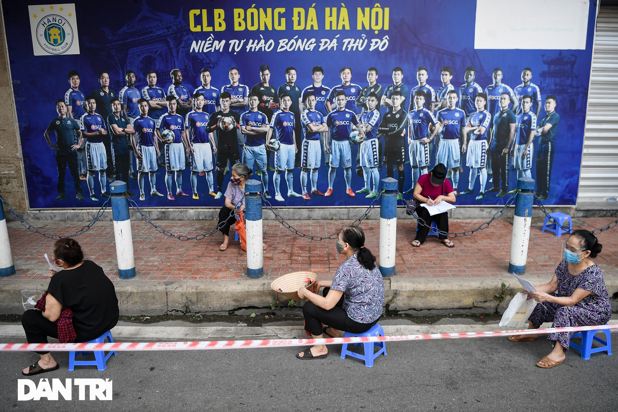 Ảnh: Toàn cảnh Chiến dịch truy vết và phủ vắc xin ngừa Covid-19 tại Hà Nội - 8
