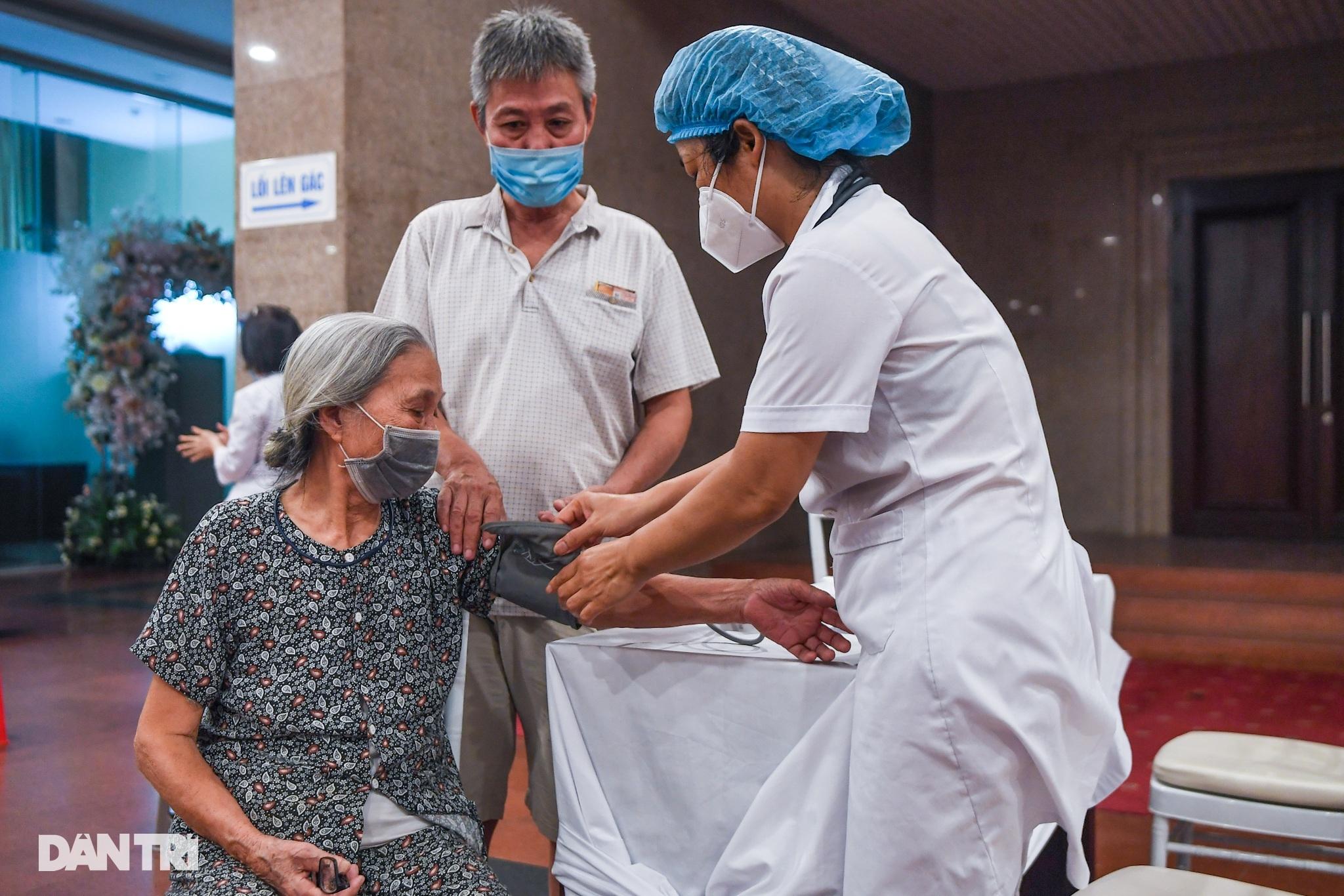 Ảnh: Toàn cảnh Chiến dịch truy vết và phủ vắc xin ngừa Covid-19 tại Hà Nội - 2
