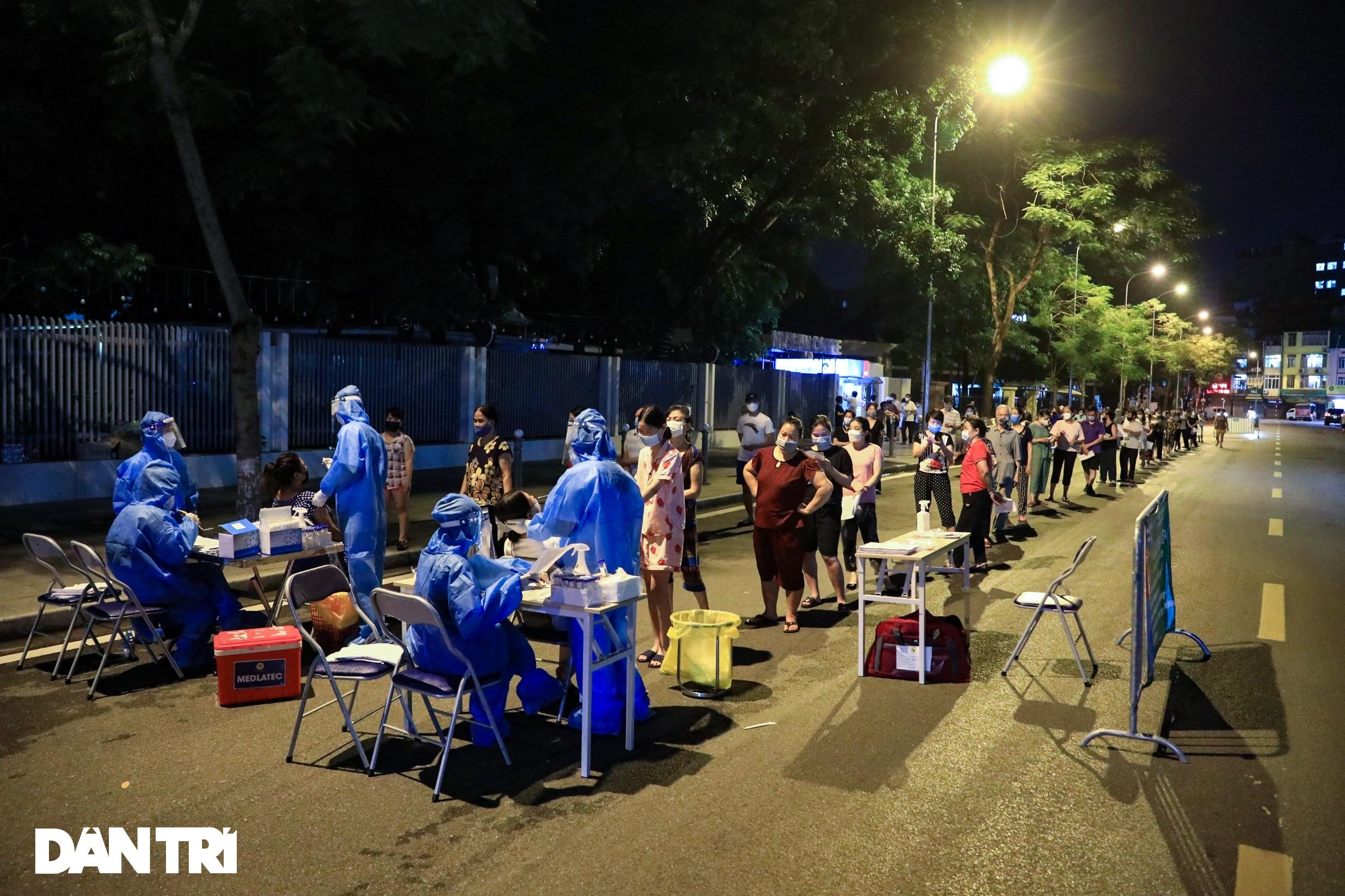 Ảnh: Toàn cảnh Chiến dịch truy vết và phủ vắc xin ngừa Covid-19 tại Hà Nội - 20