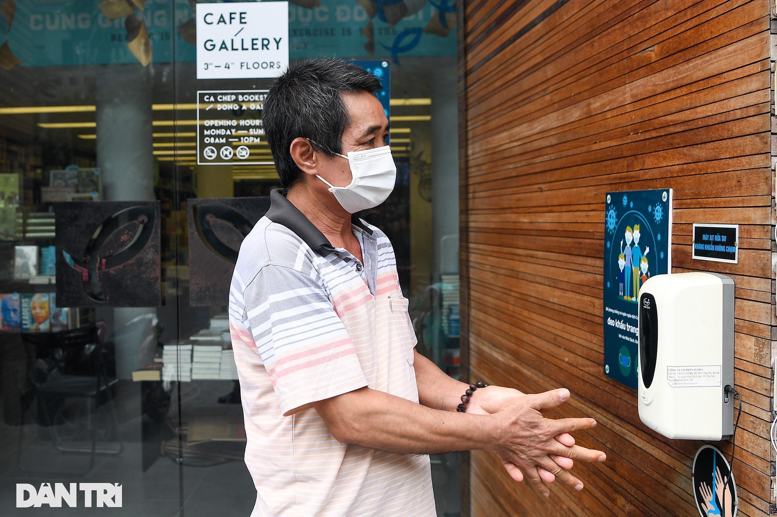 Ngày đầu hàng quán 19 quận huyện ở Hà Nội được mở cửa bán mang về - 18