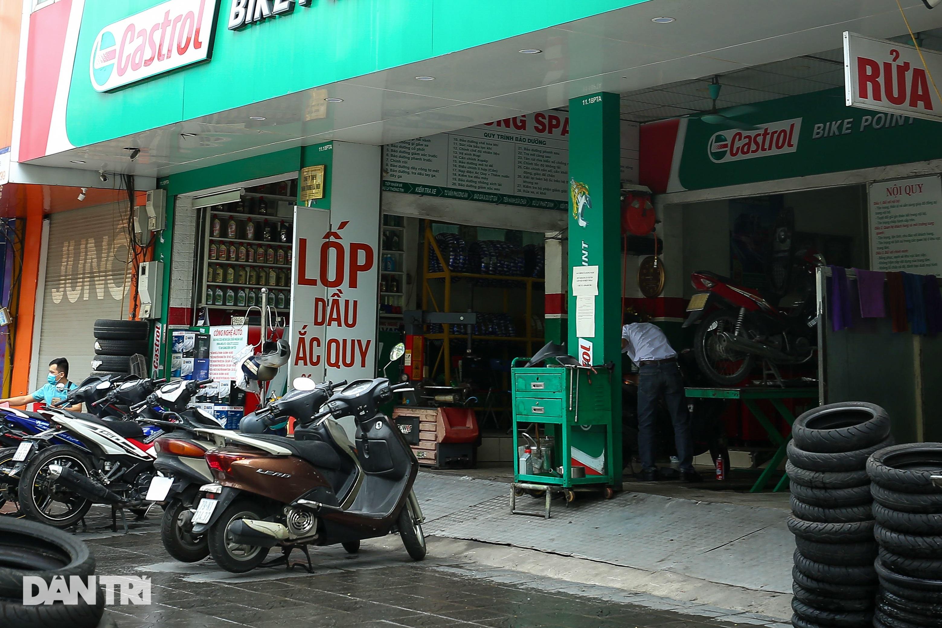 Ngày đầu hàng quán 19 quận huyện ở Hà Nội được mở cửa bán mang về - 8