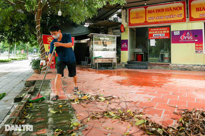 Ngày đầu hàng quán 19 quận huyện ở Hà Nội được mở cửa bán mang về - 1