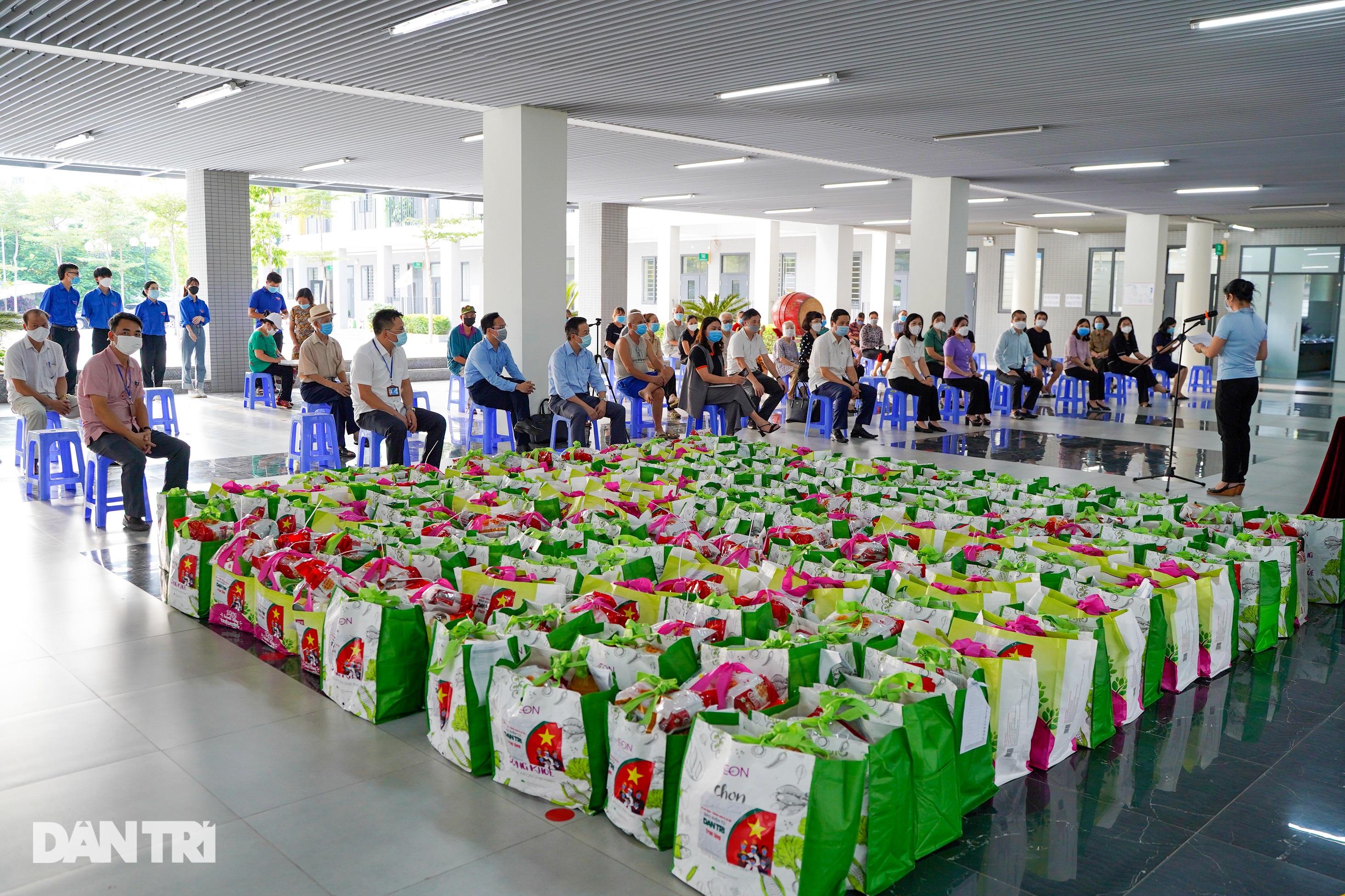 Trao 800 túi an sinh đến lao động tự do gặp khó khăn do dịch bệnh Covid-19 - 2