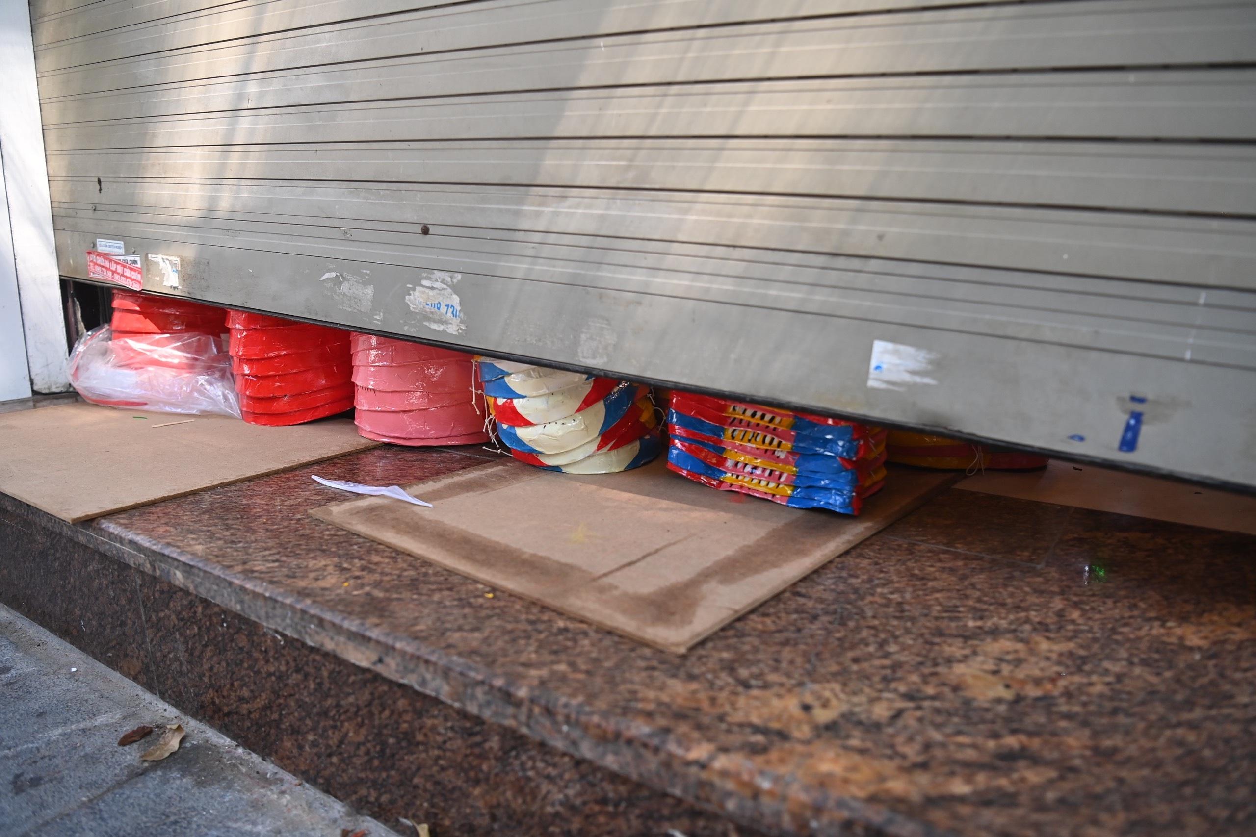 Muôn kiểu cửa khép hờ bán đồ chơi Trung thu ở Hàng Mã - 8