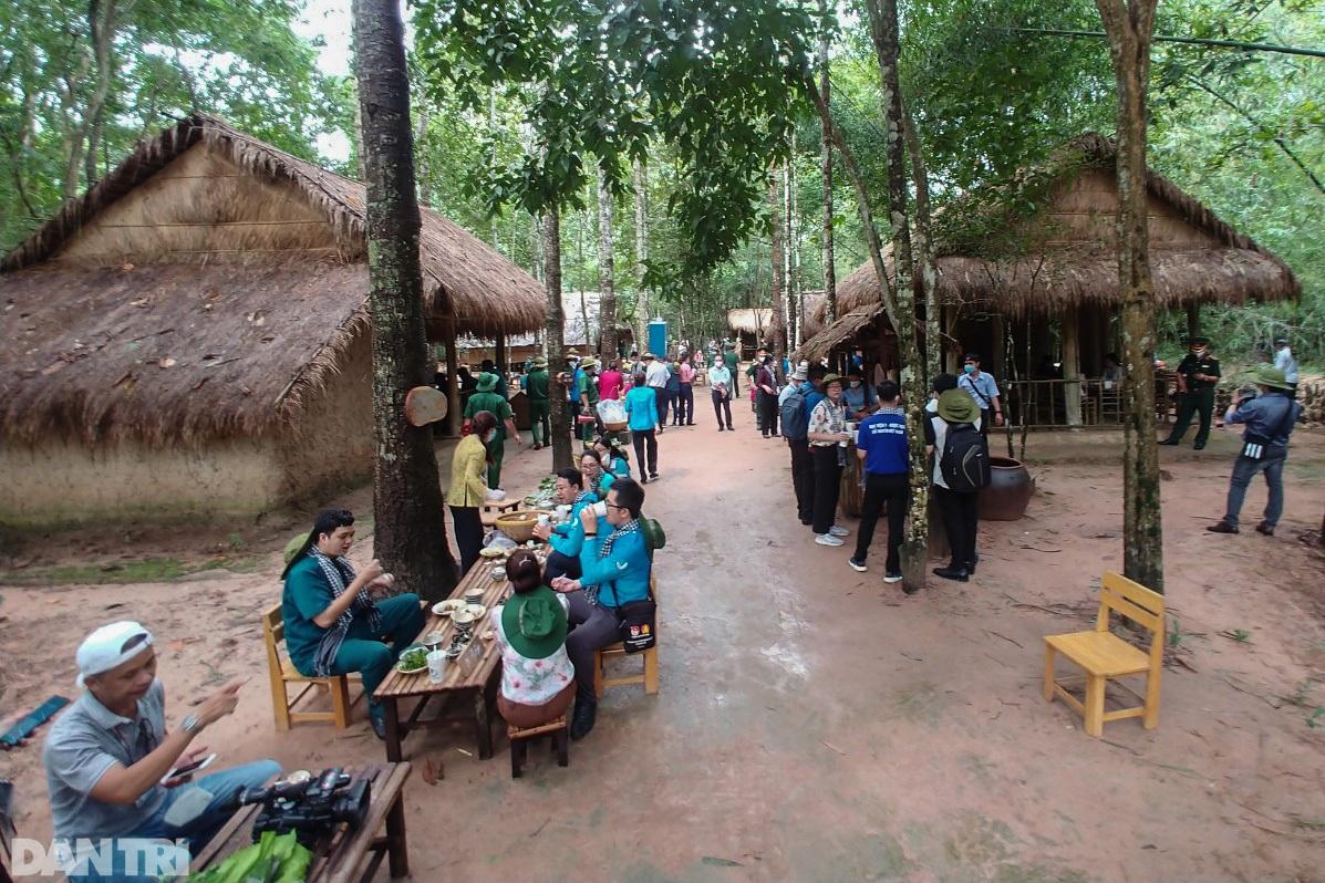 Cần Giờ, Củ Chi mở cửa du lịch, đón y bác sĩ chống dịch ở TPHCM tham quan - 13