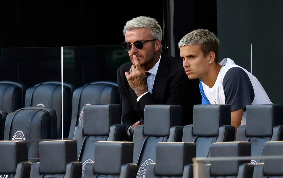 Quý tử nhà David Beckham đá trận bóng chuyên nghiệp đầu tiên - 9
