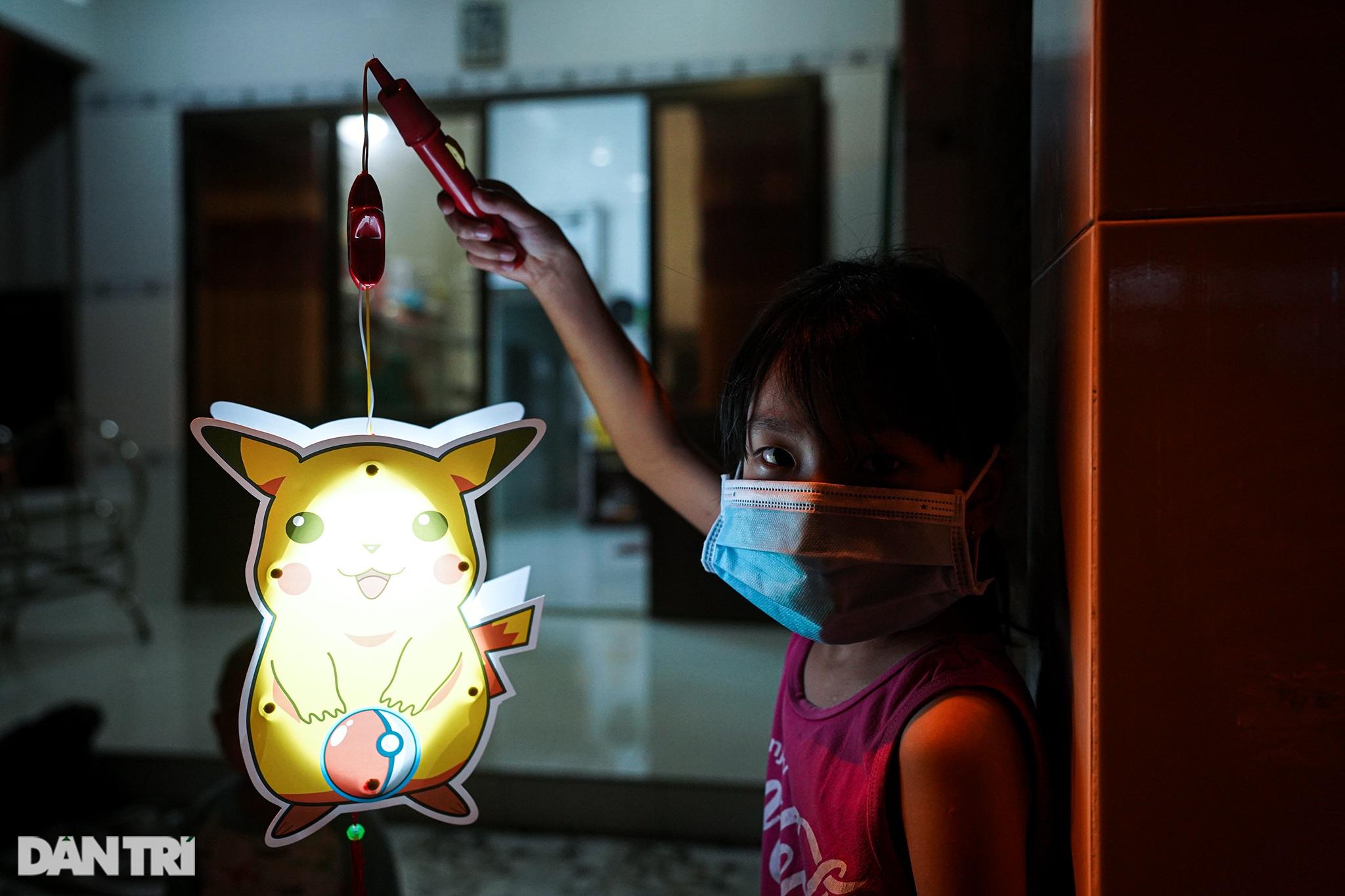 Trẻ em xã đảo vùng xanh ở TPHCM chơi lồng đèn làm bằng vỏ lon, hộp sữa - 7