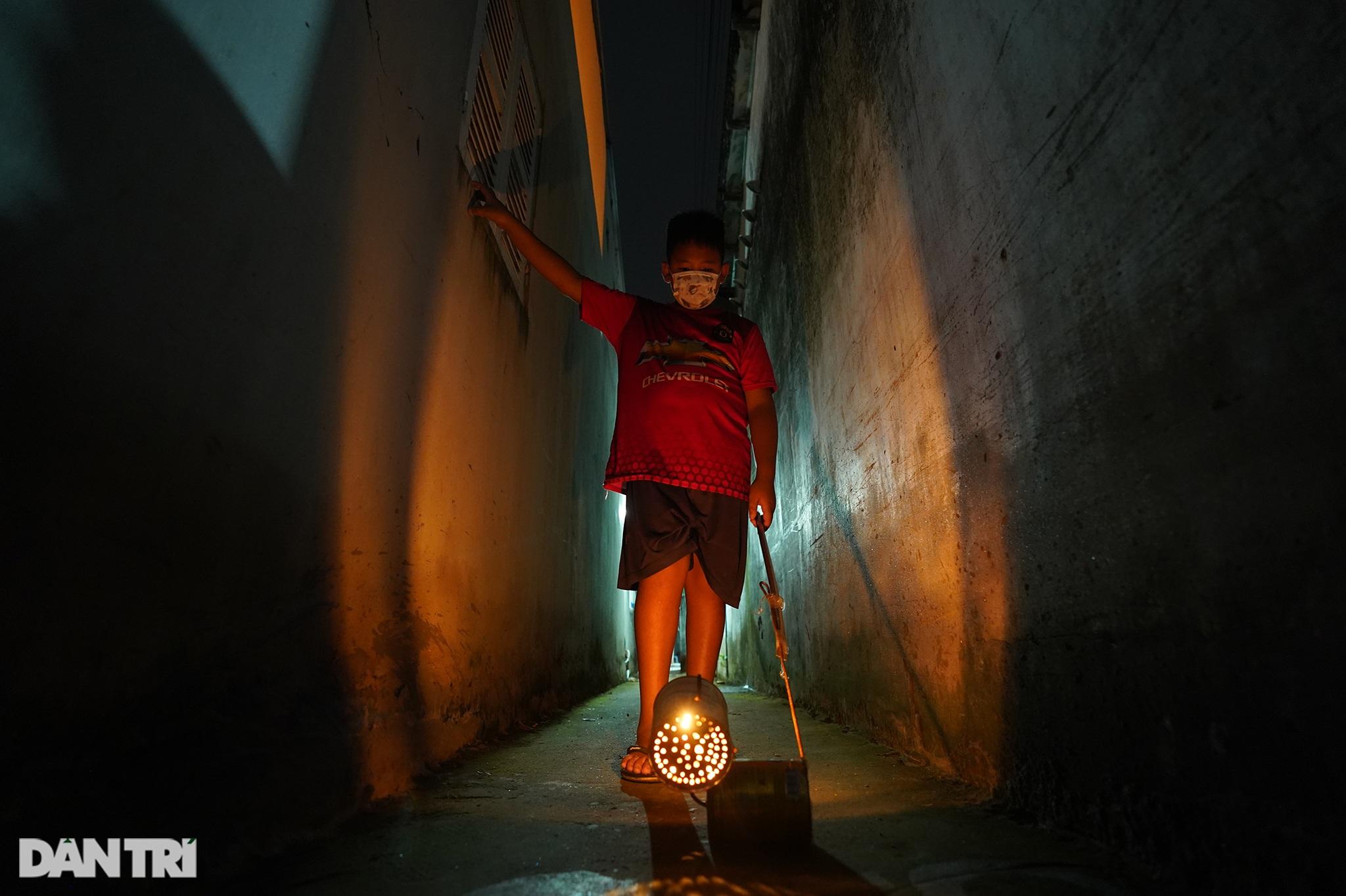 Trẻ em xã đảo vùng xanh ở TPHCM chơi lồng đèn làm bằng vỏ lon, hộp sữa - 8