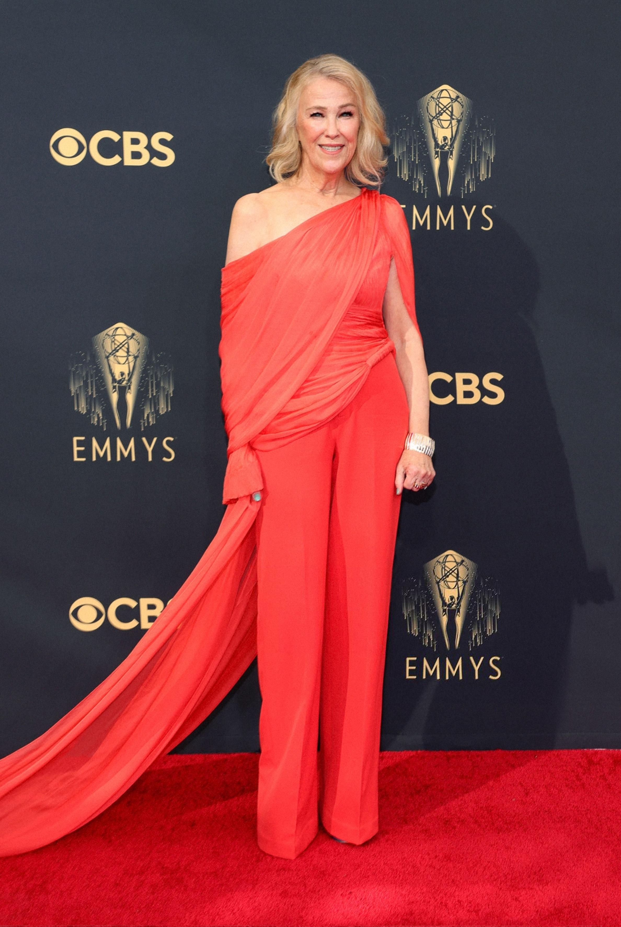 Catherine OHana diện đồ thiết kế của Công Trí trên thảm đỏ Emmy 2021  - 1