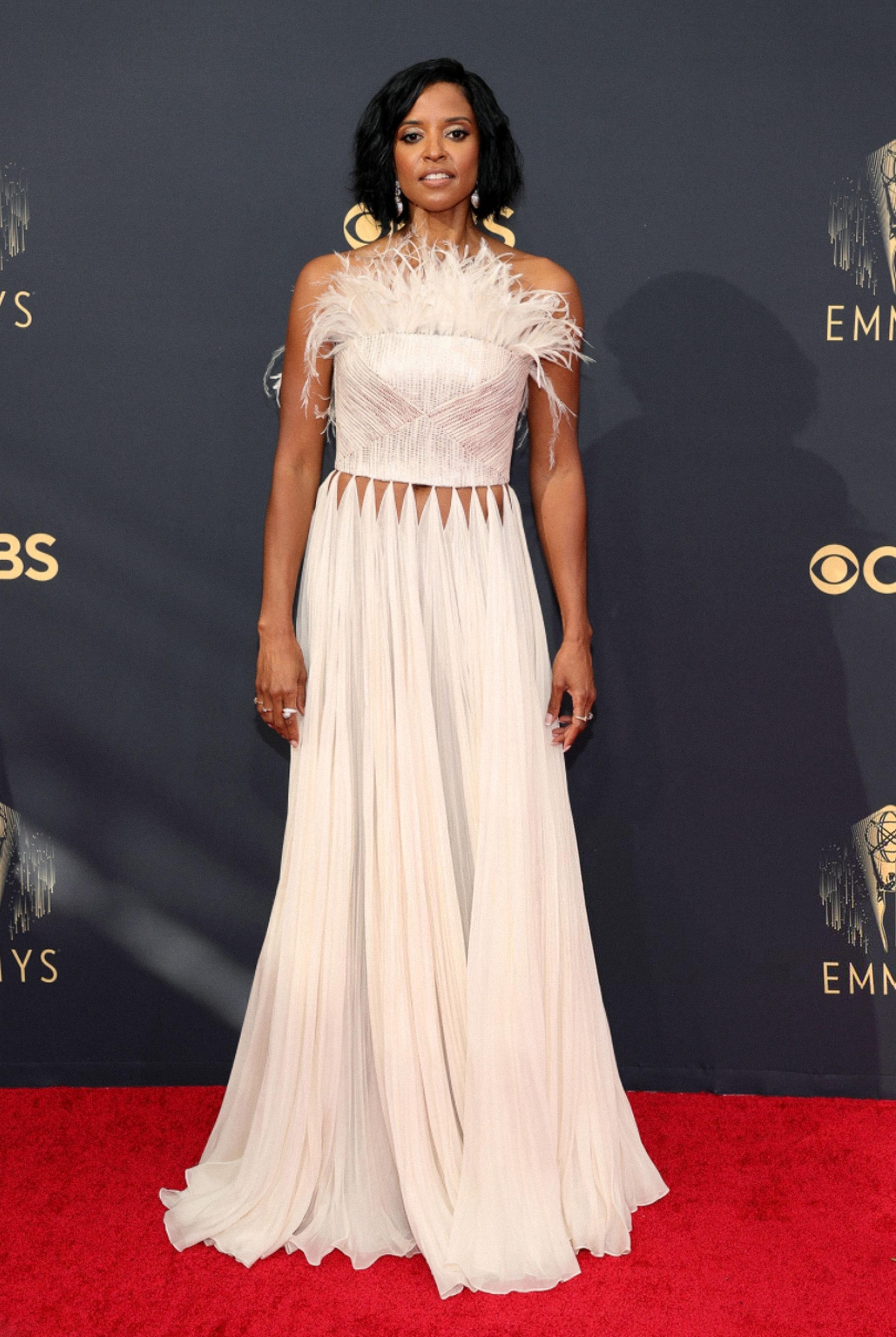 Catherine OHana diện đồ thiết kế của Công Trí trên thảm đỏ Emmy 2021  - 2