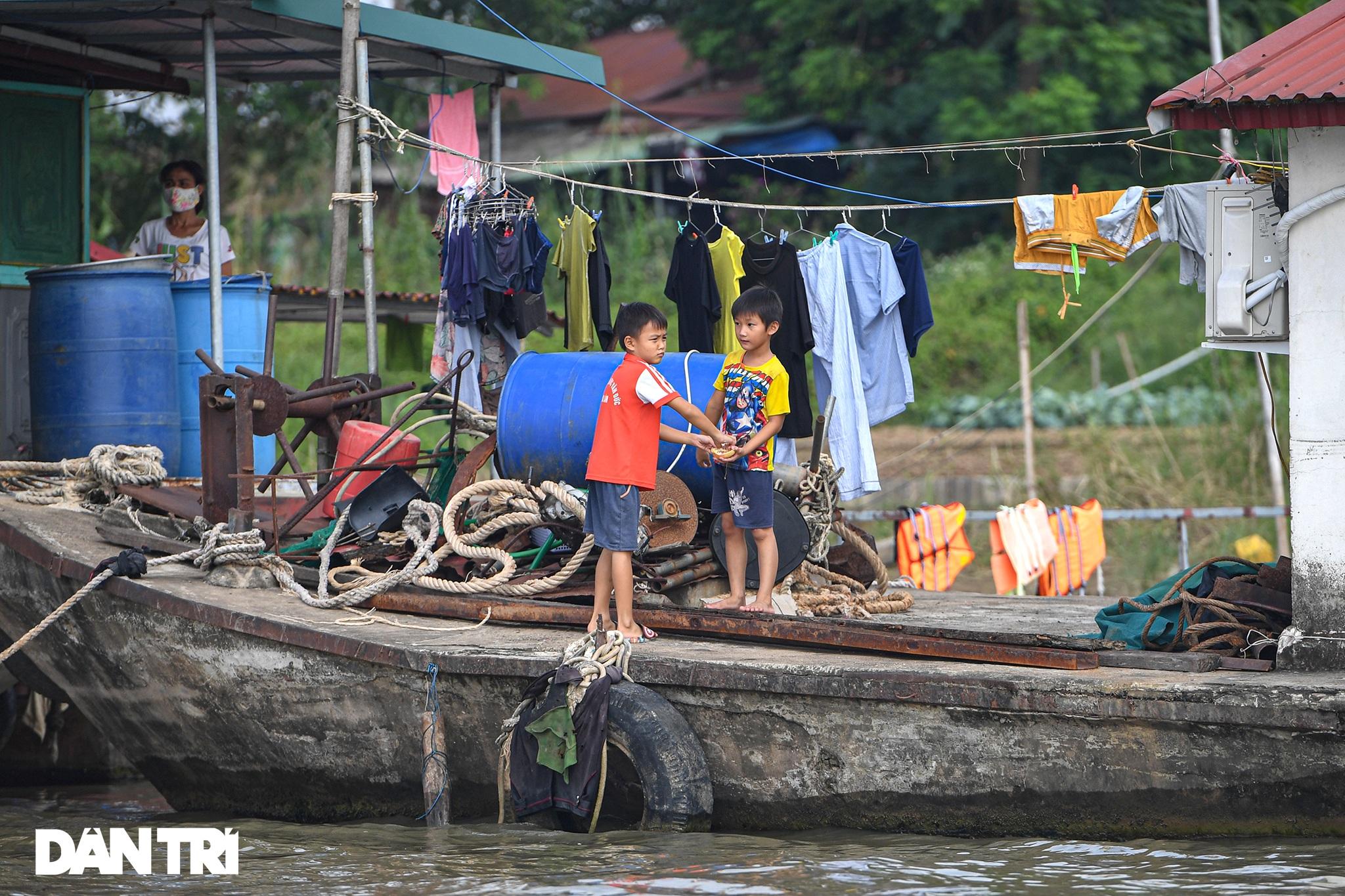 25 máy tính, tablet - Quà Trung thu đặc biệt với trẻ em làng chài sông Hồng - 4