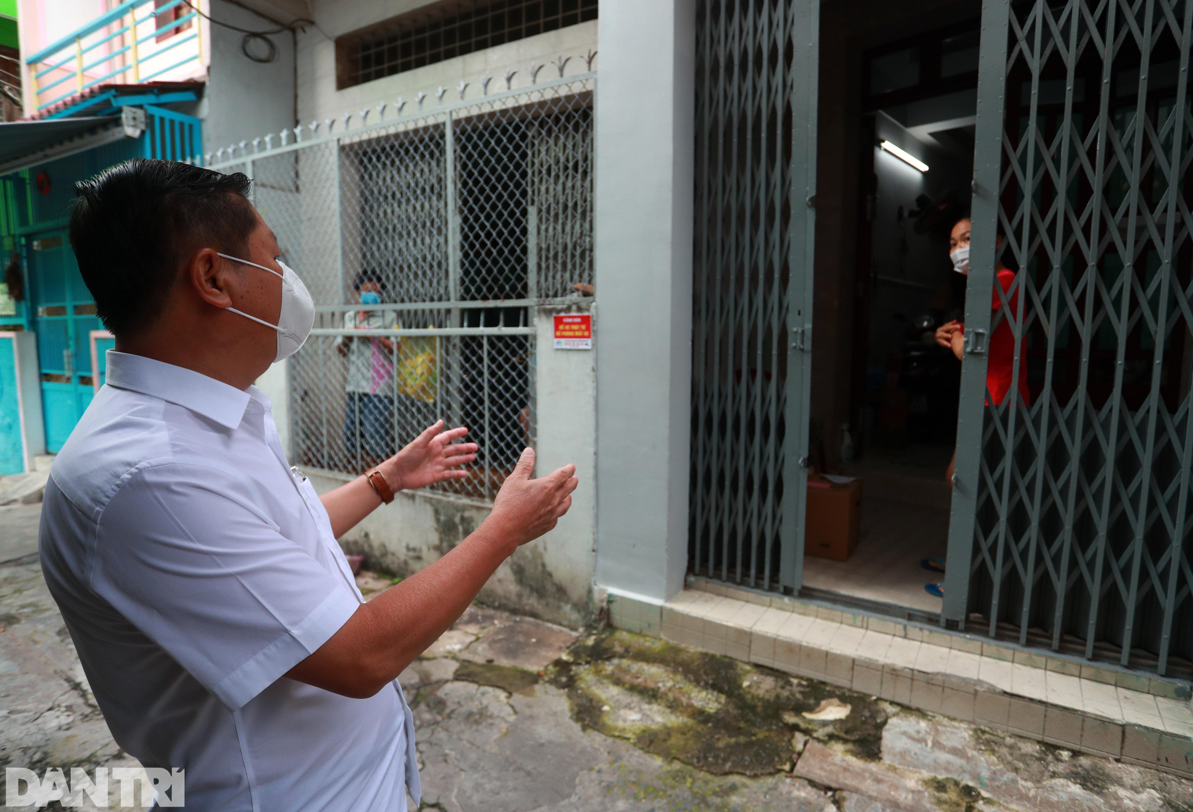 Thứ trưởng Bộ LĐ-TBXH thị sát đời sống người dân tại TPHCM - 3