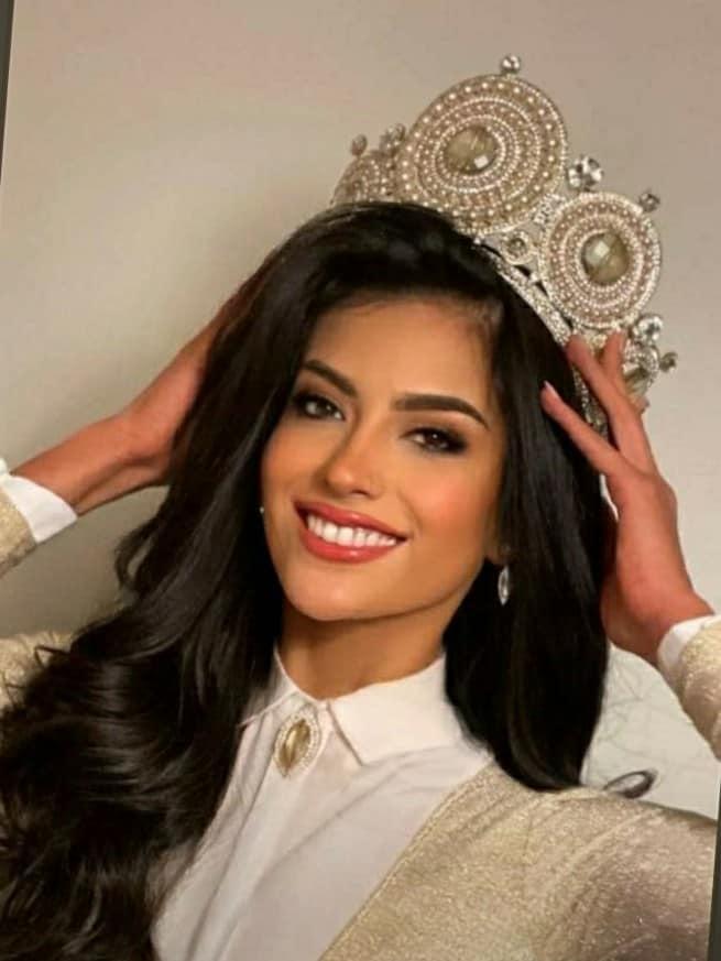 Hết thi Hoa hậu Thế giới, Trái đất, người đẹp Chile lại thi Hoa hậu Hoàn vũ - 4
