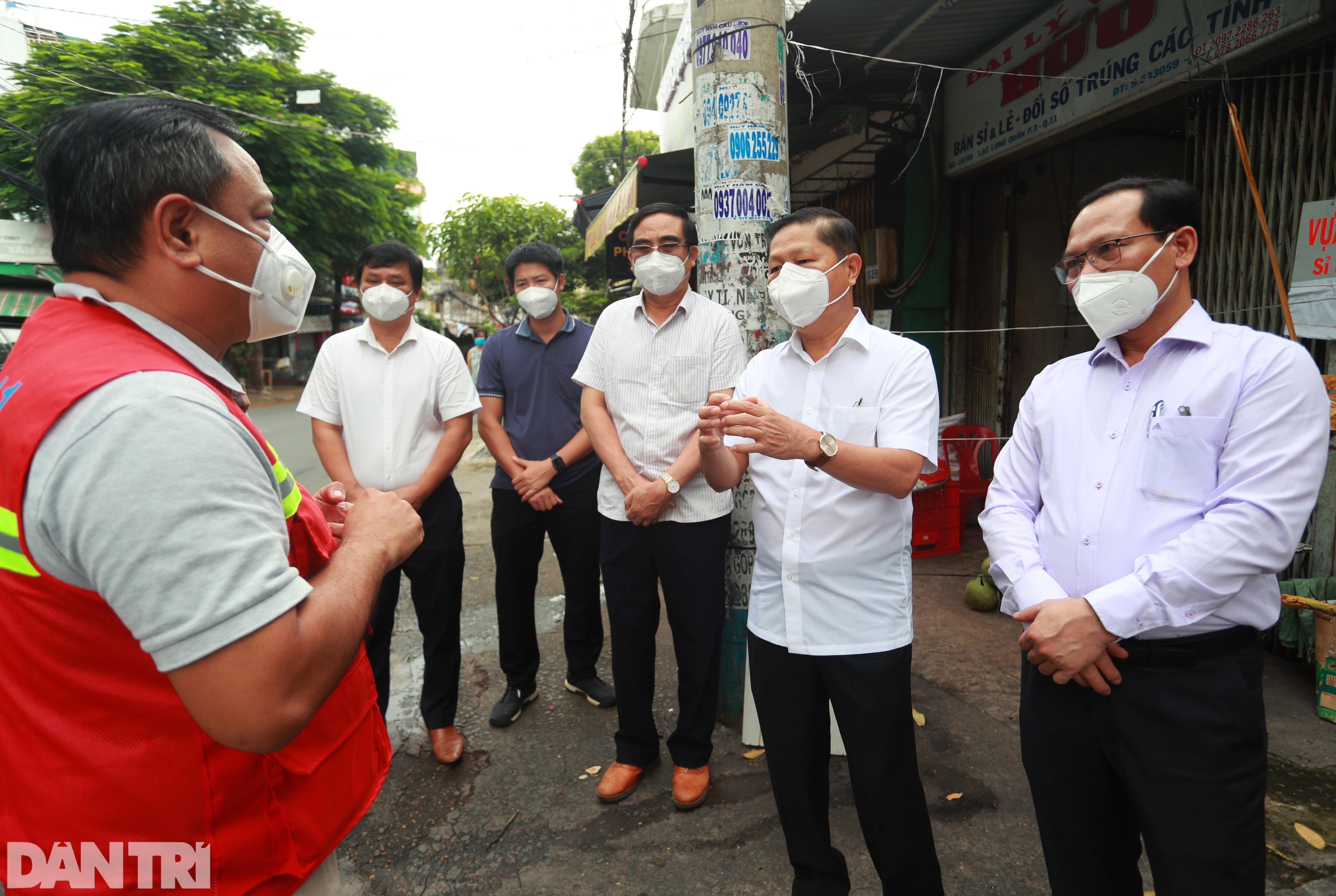 Thứ trưởng Bộ LĐ-TBXH thị sát đời sống người dân tại TPHCM - 5